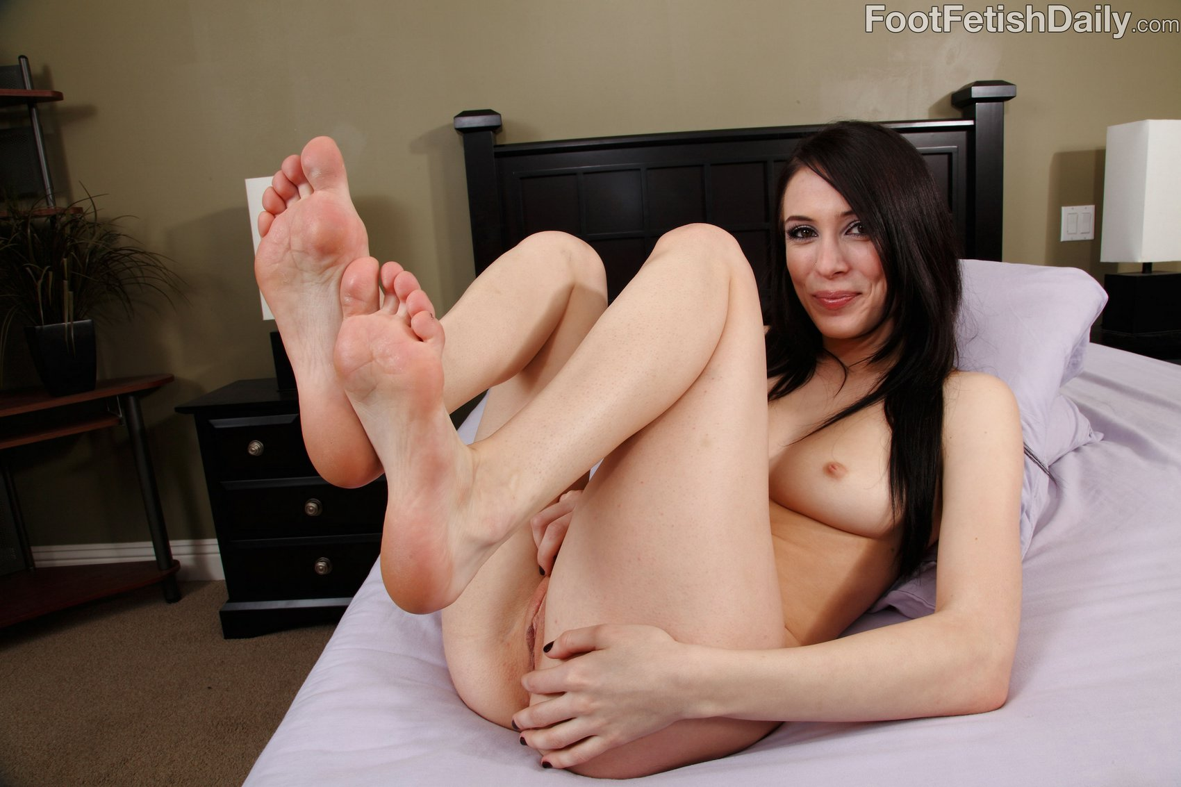 Aiden Ashley Shows Off Her Sexy Feet And Soles On Bed - My -4752
