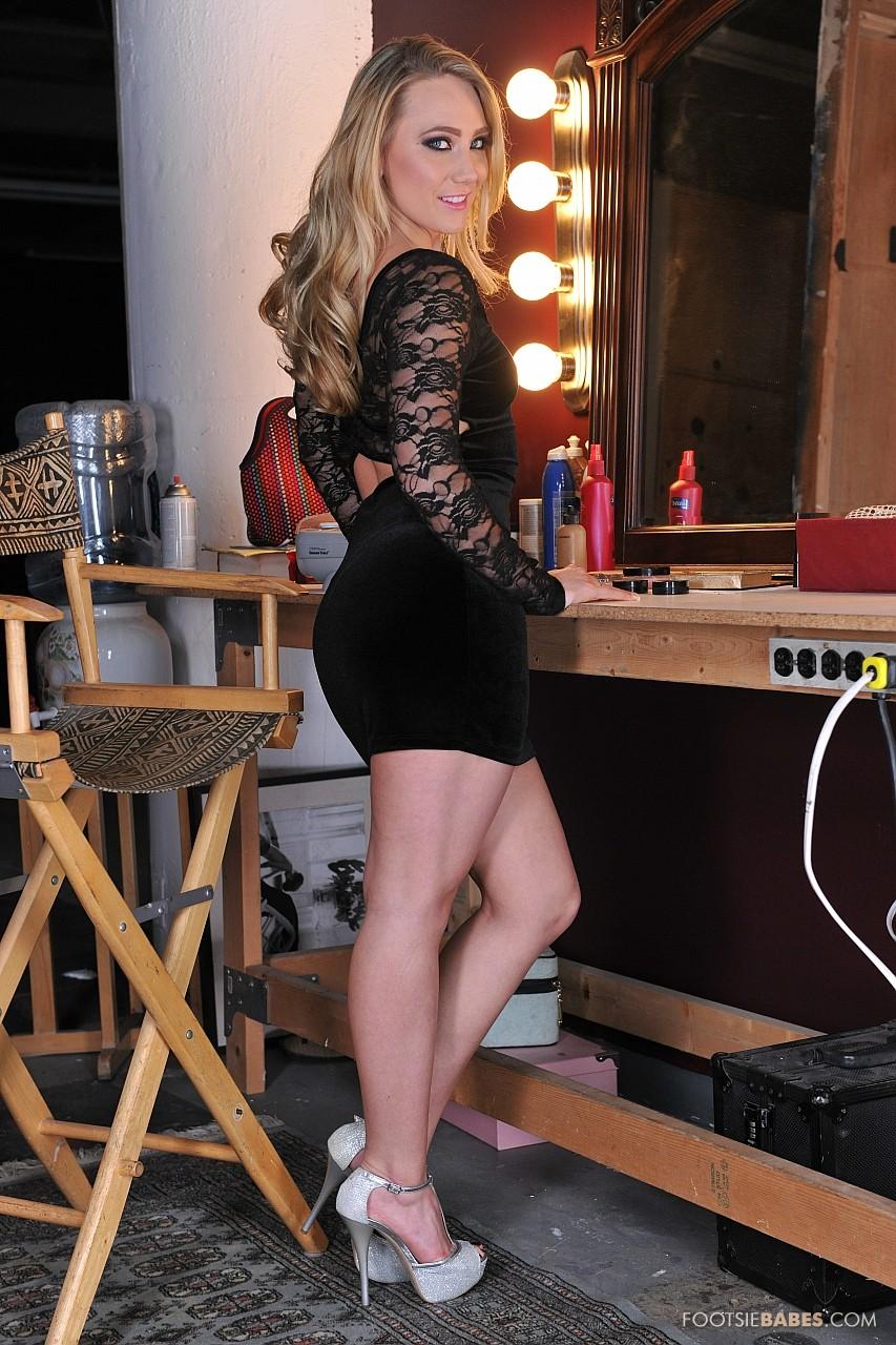 Erotic model Aj Applegate shoves her big ass in the camera   1477937