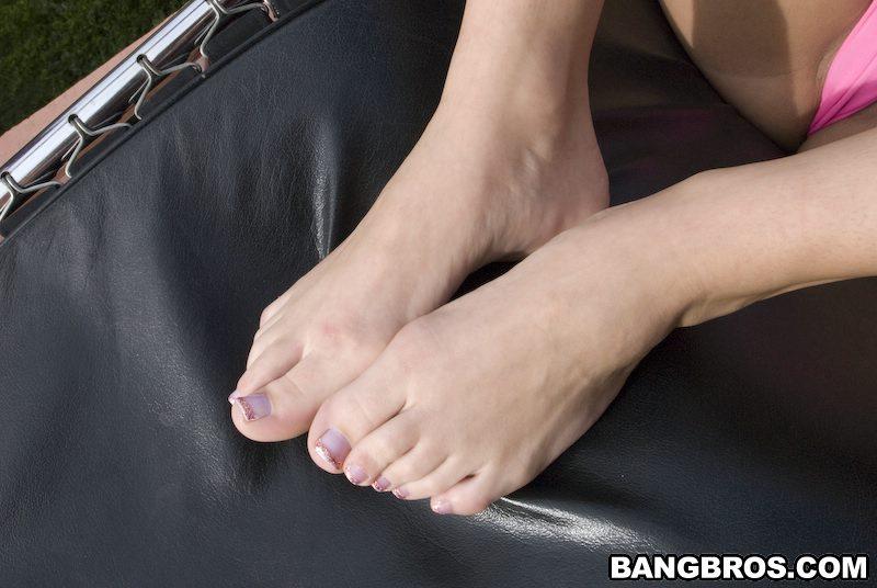 Massage sex girl at beach
