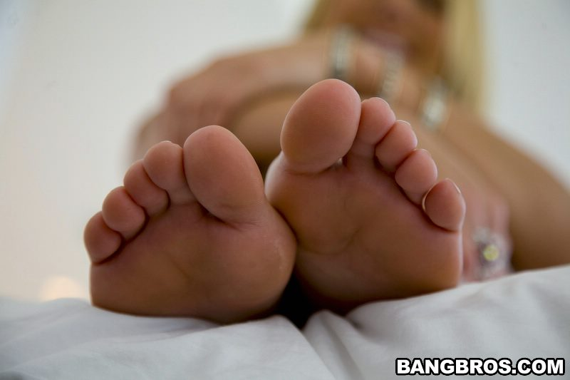 Remarkable, Alanah rae feet