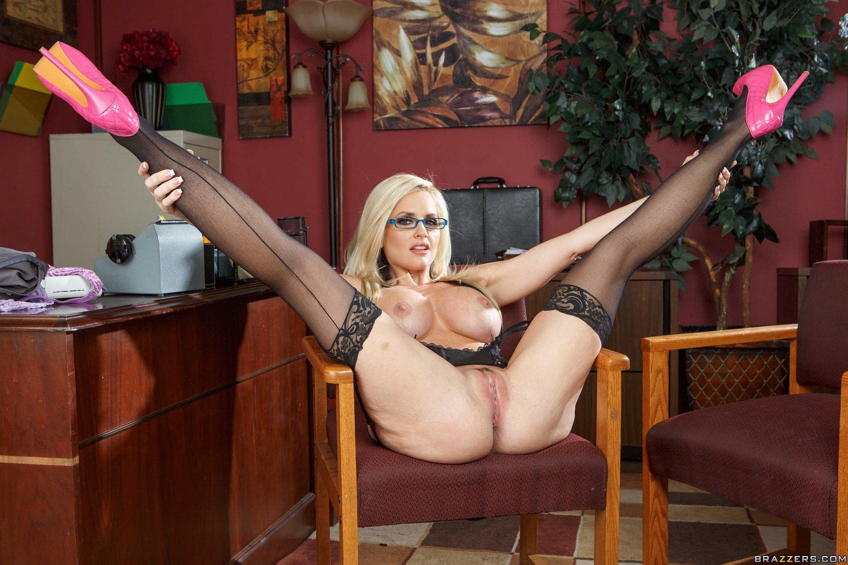 Упитаные секретарши раздвигают ноги 3 фотография