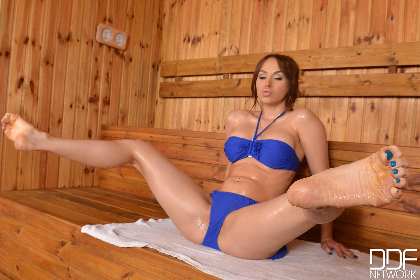 Aleska Diamond Feet - Aleska Diamond showing off her sexy legs and feet in the ...