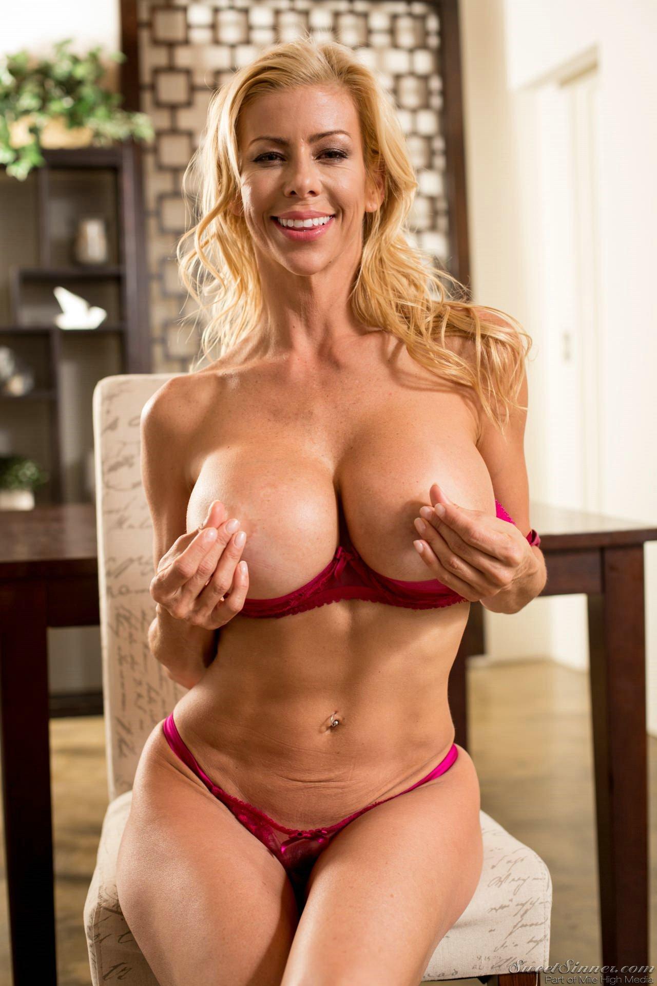 Alexis Fawx Porn