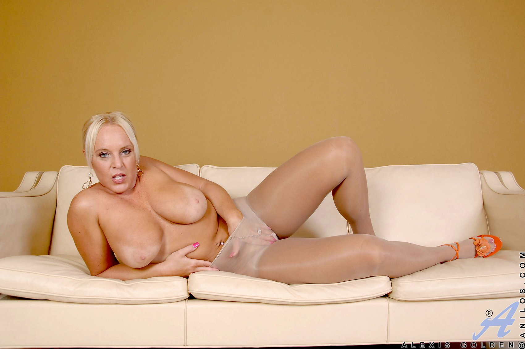 hot moms at at home naked