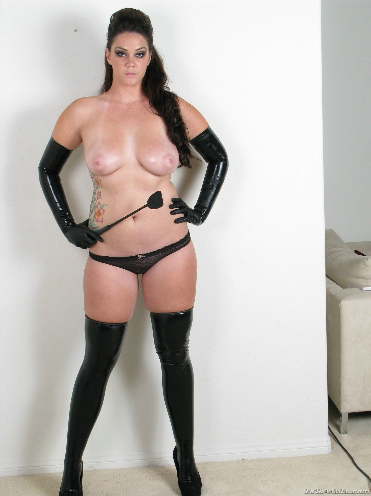 Alison thighbootboy and the latex slave