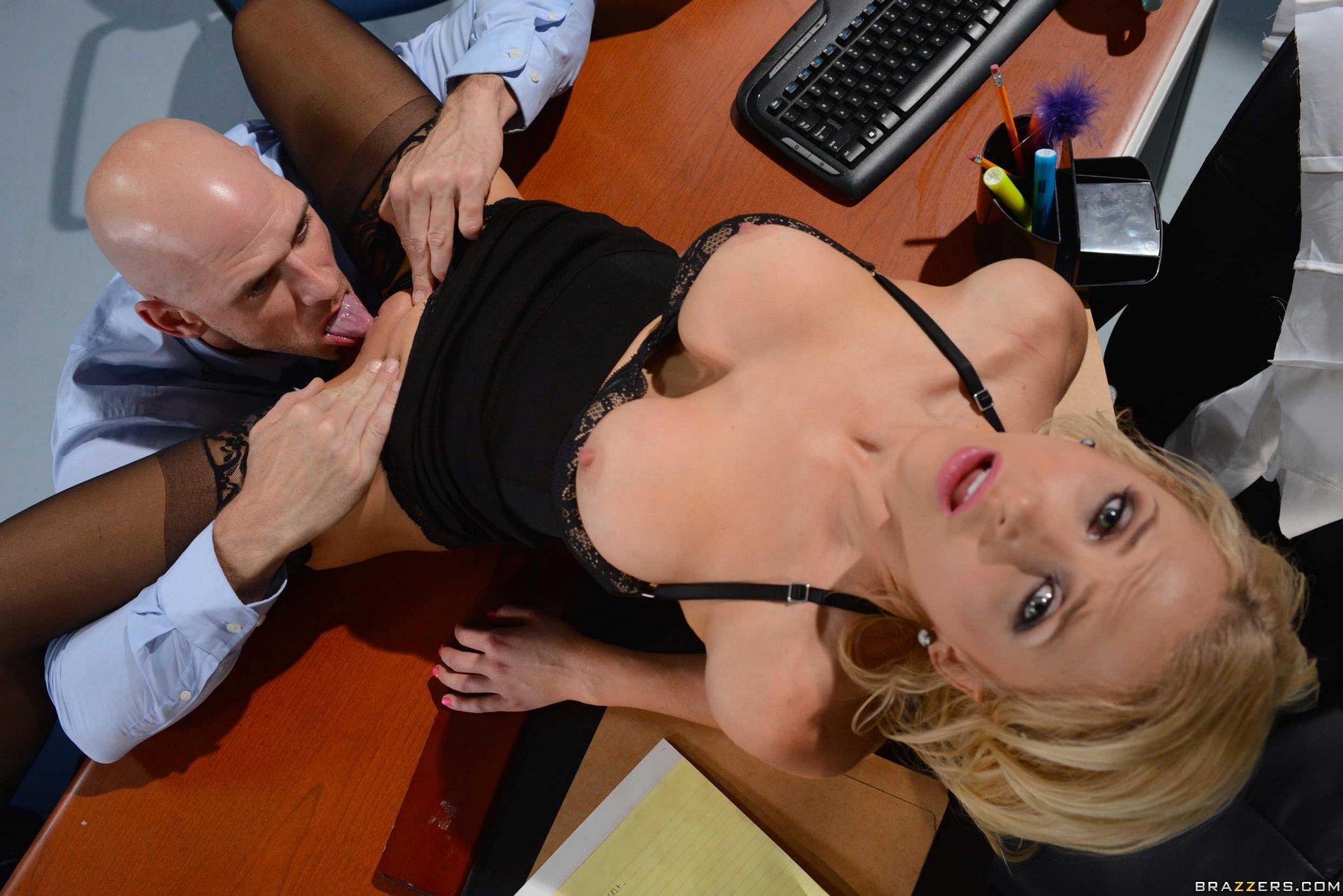 Шикарный кунилингус в офисе подборка, кунилингус 1 фотография