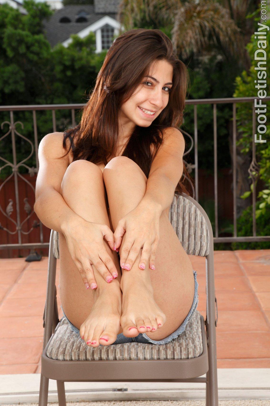 Cute brunette Allie Jordan shows her sexy feet - My ...