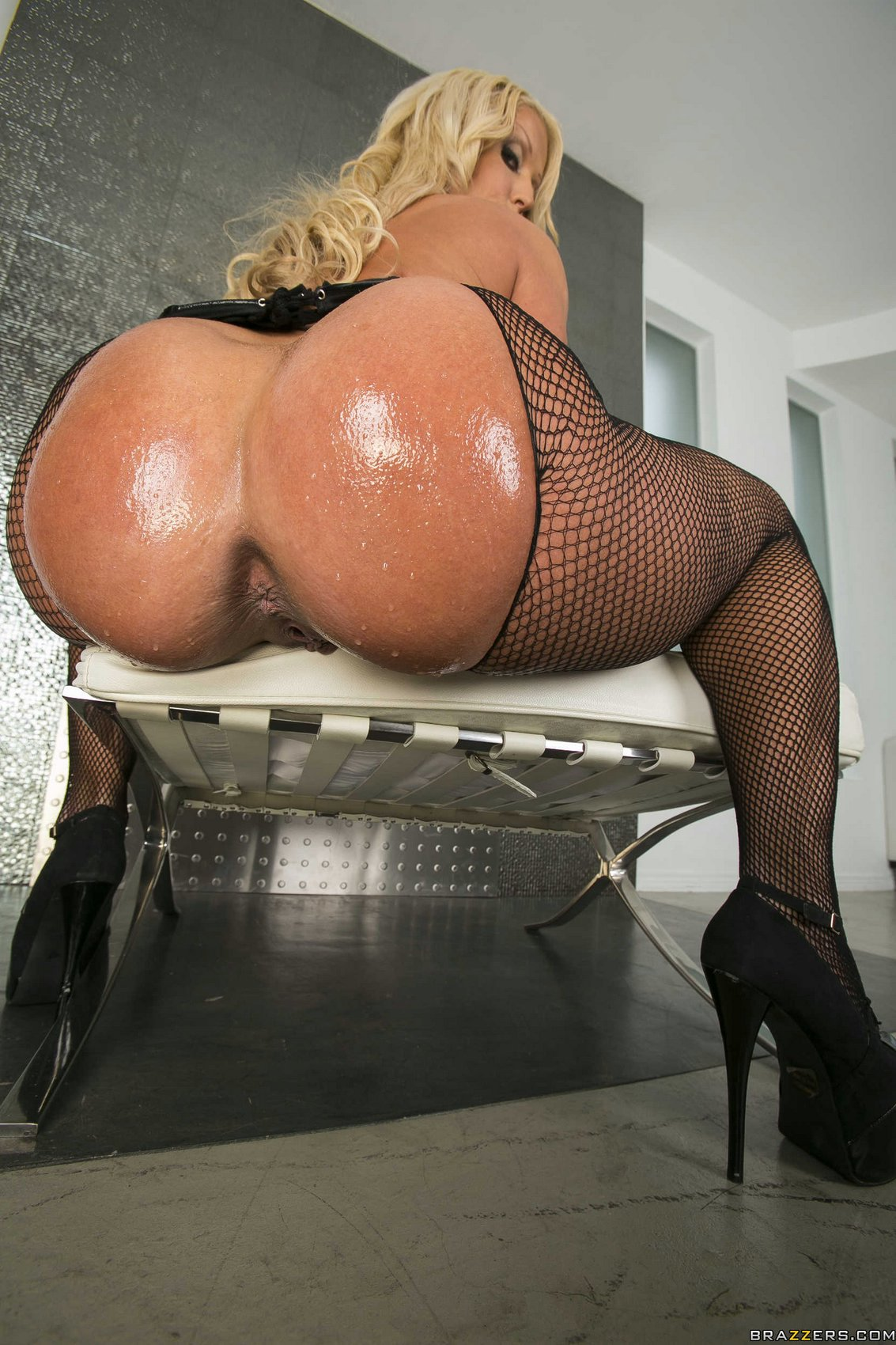 Fat ass ebony gets her cunt eaten before fuck sesion 5