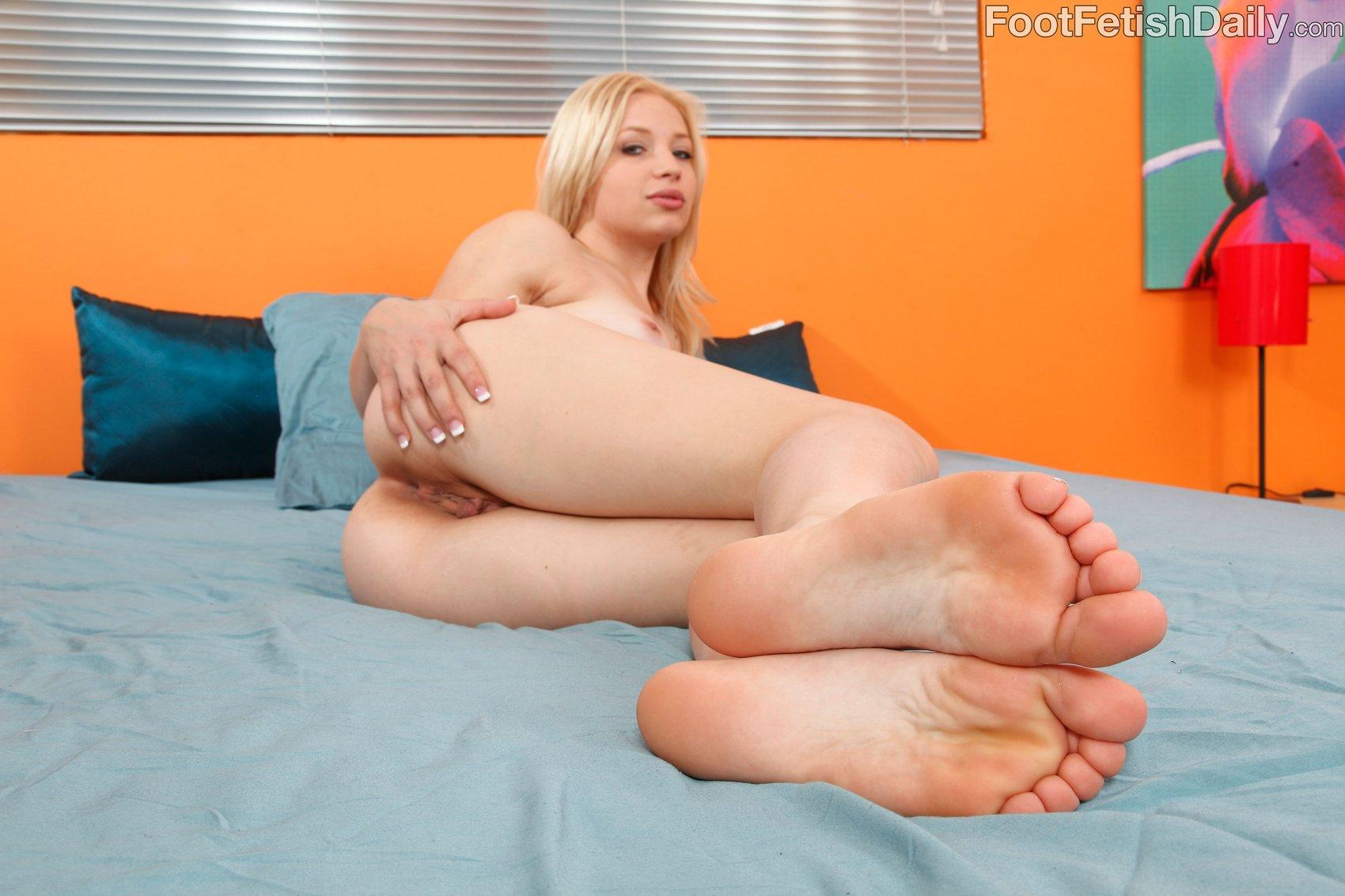 Nude young petite girl chloroform