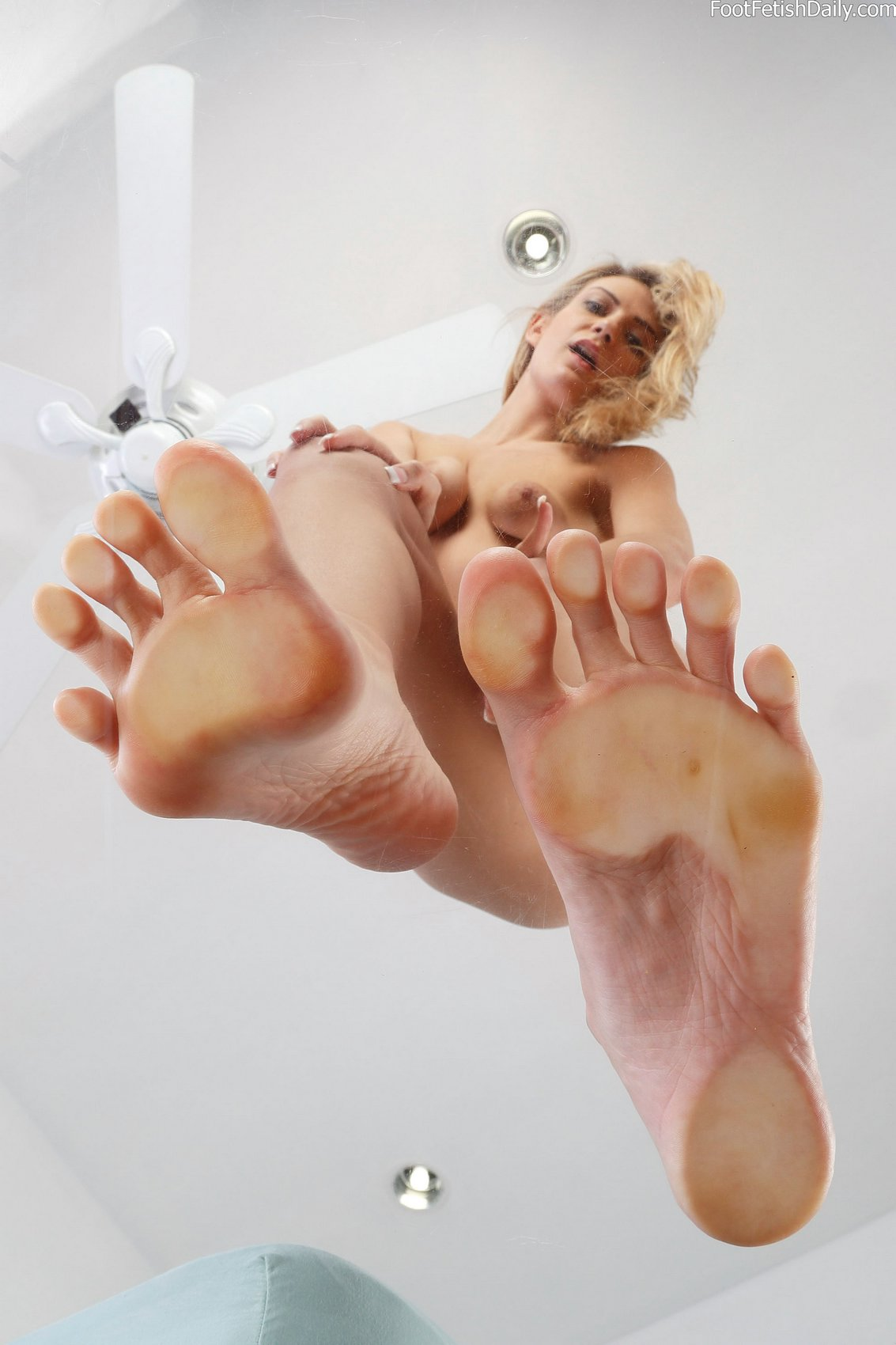 Me playing with my vibro after being fucked by three men - 3 part 10