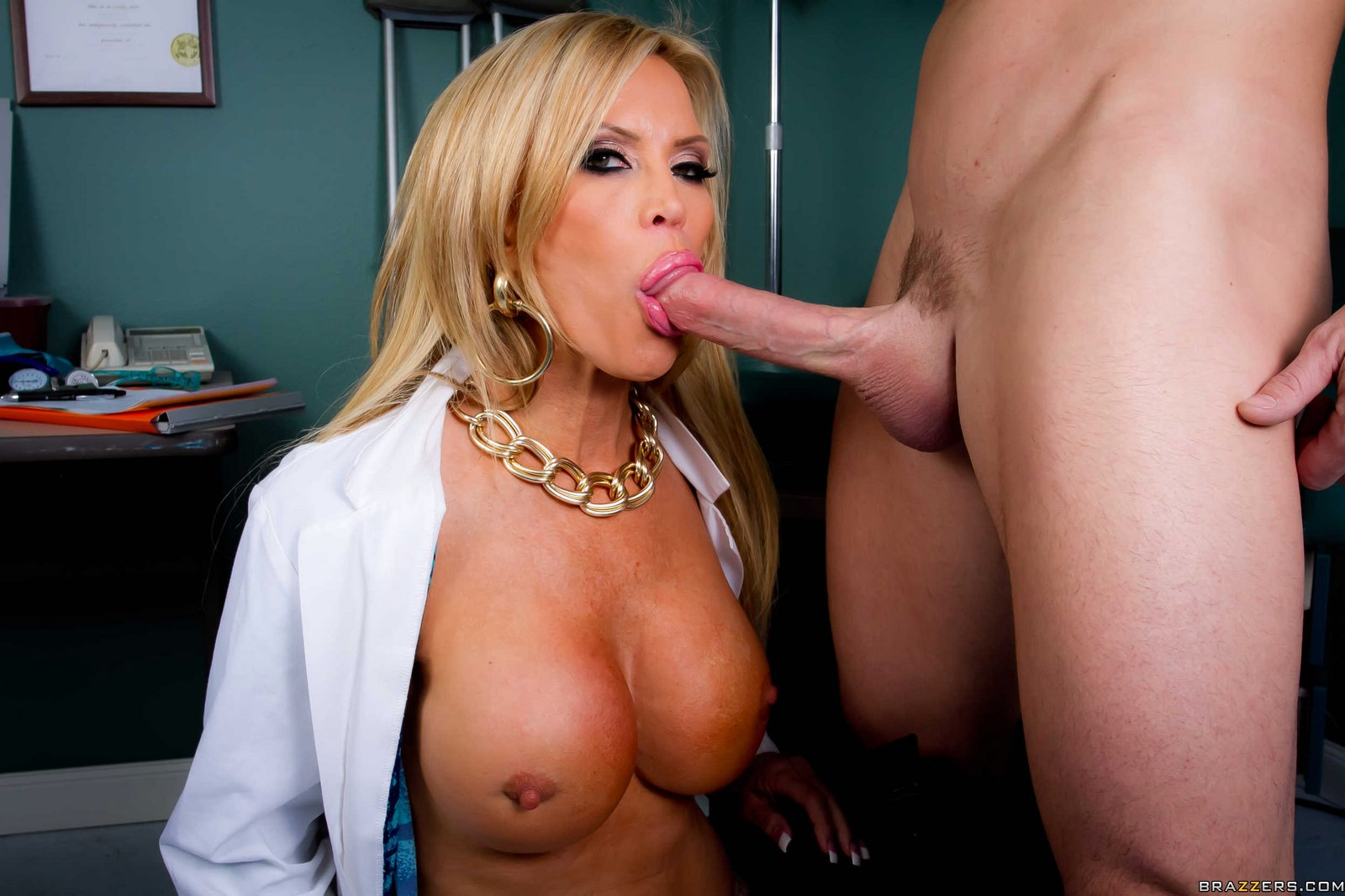 doctor amber lynn seducing her muscular patient - my pornstar book