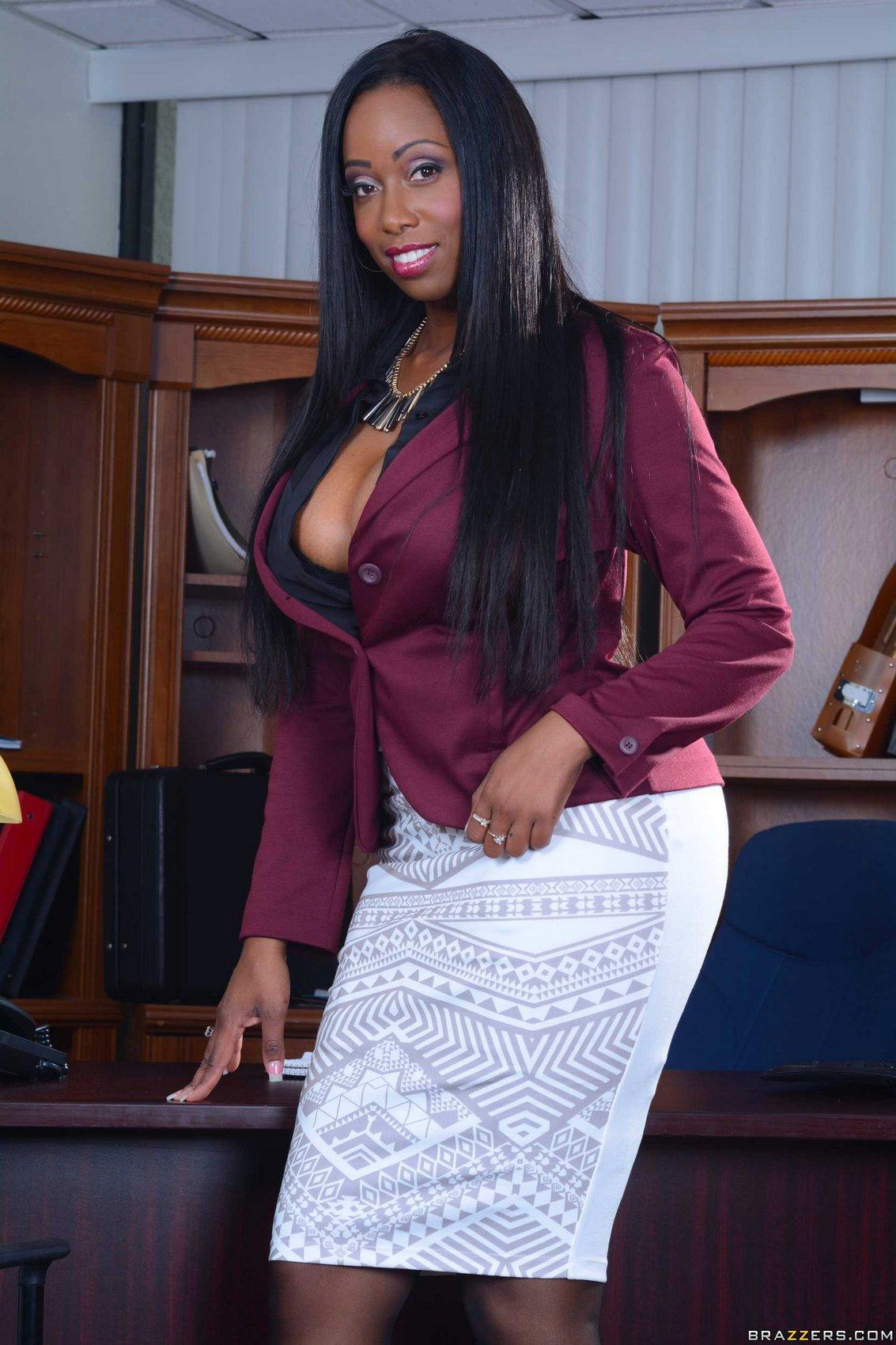 Ebony doctor Codi Bryant with big tits seduces her hot patient № 654398 загрузить