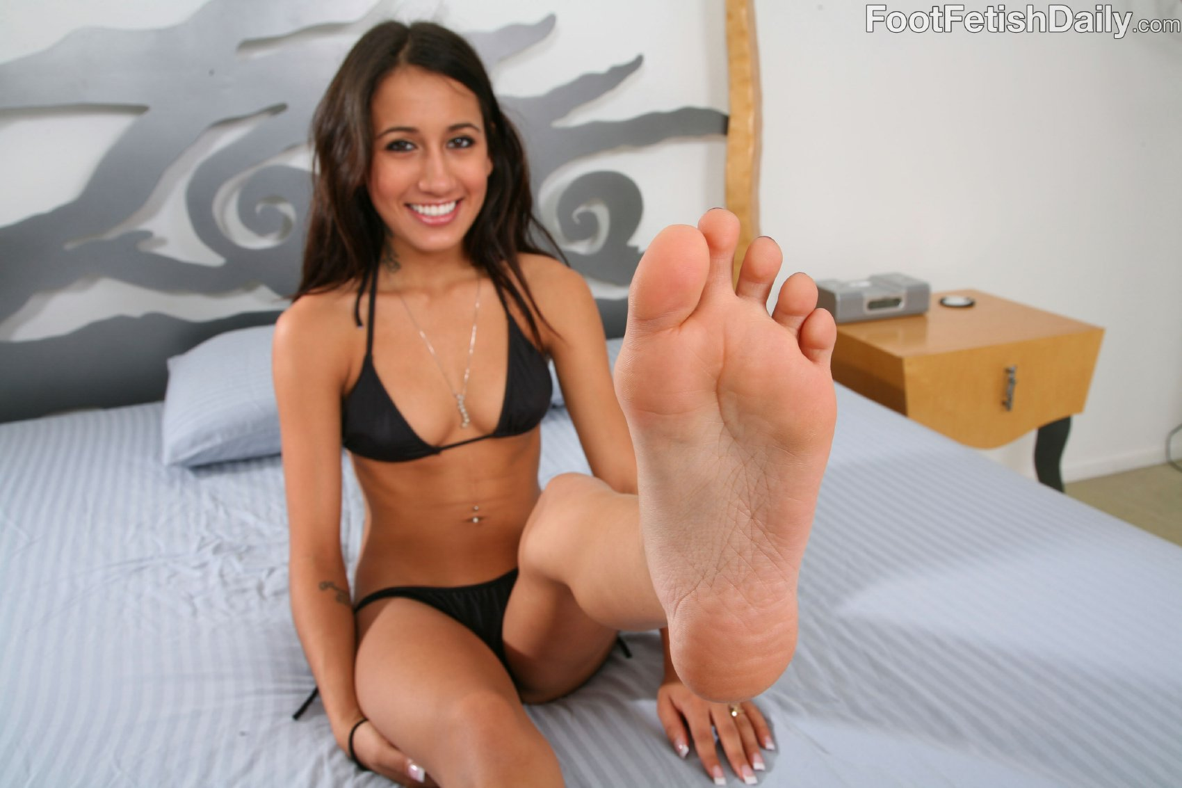 Amia Miley Shows Her Pretty Feet On Bed - My Pornstar Book-5835
