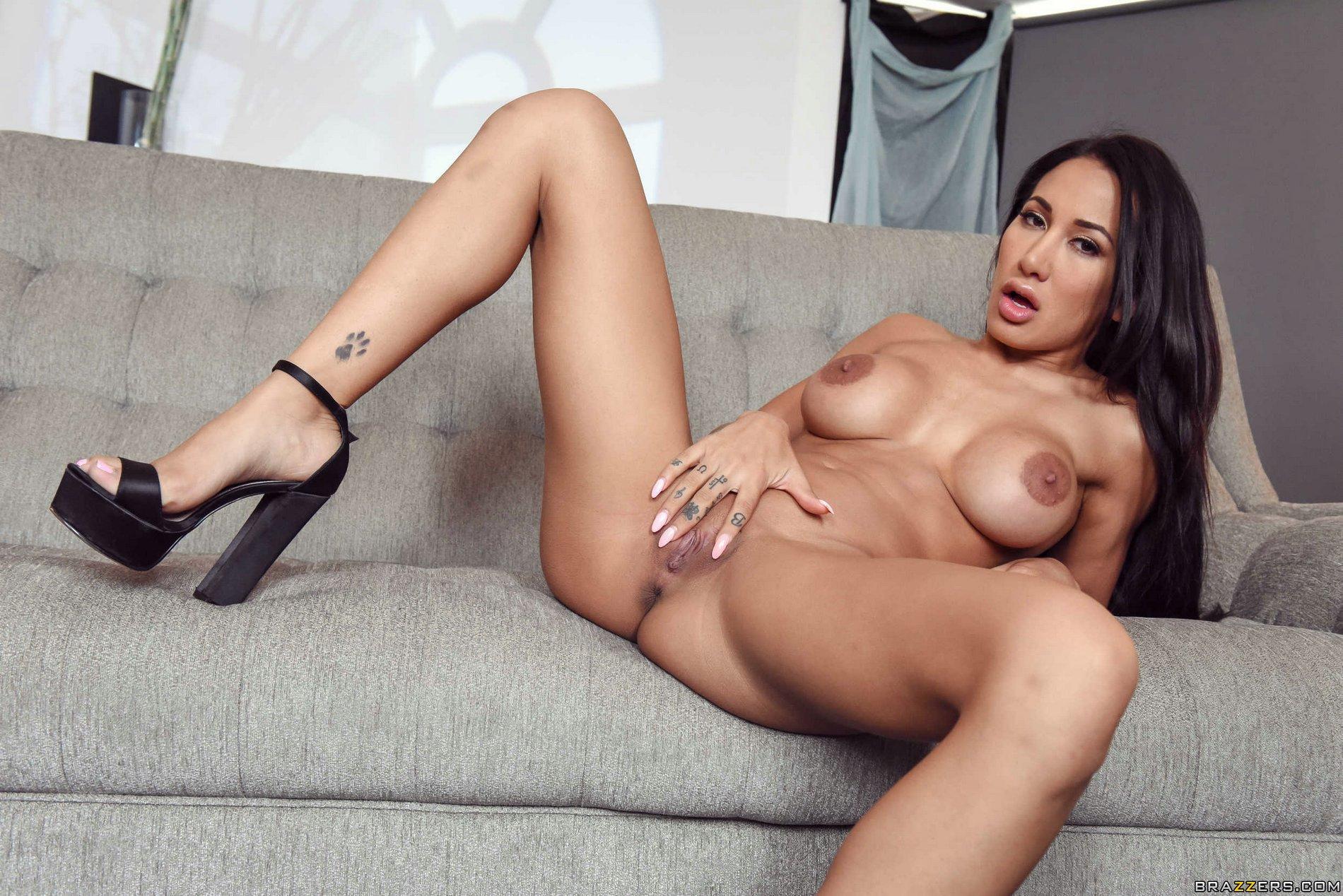Super hot amia porn stars exist?