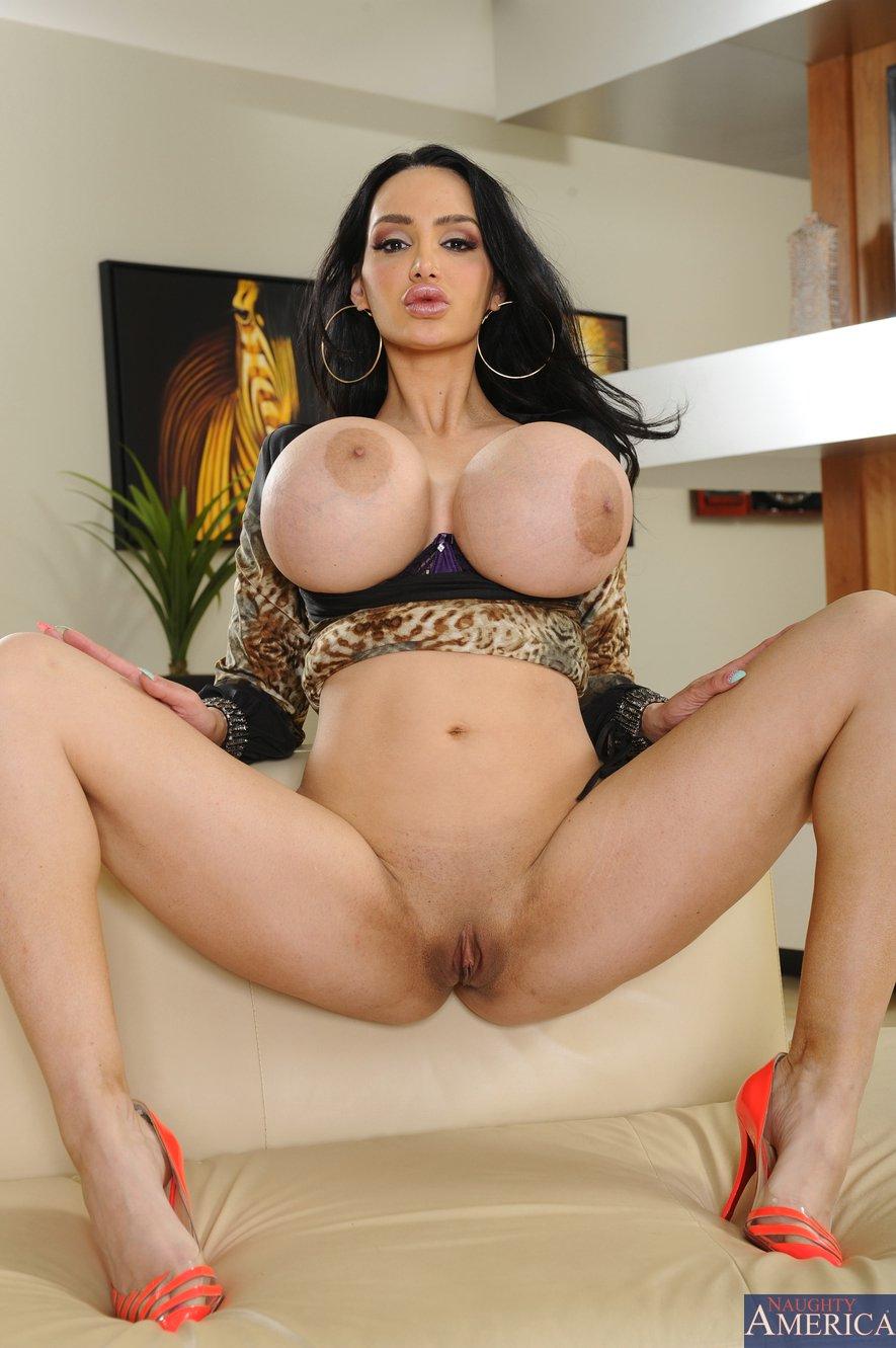 Amy Nackt