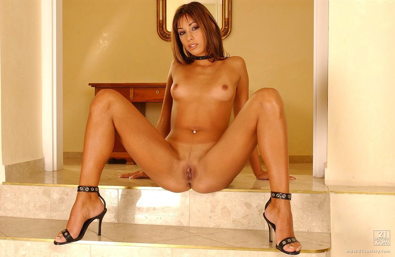 Nude tv presenter free porn galery