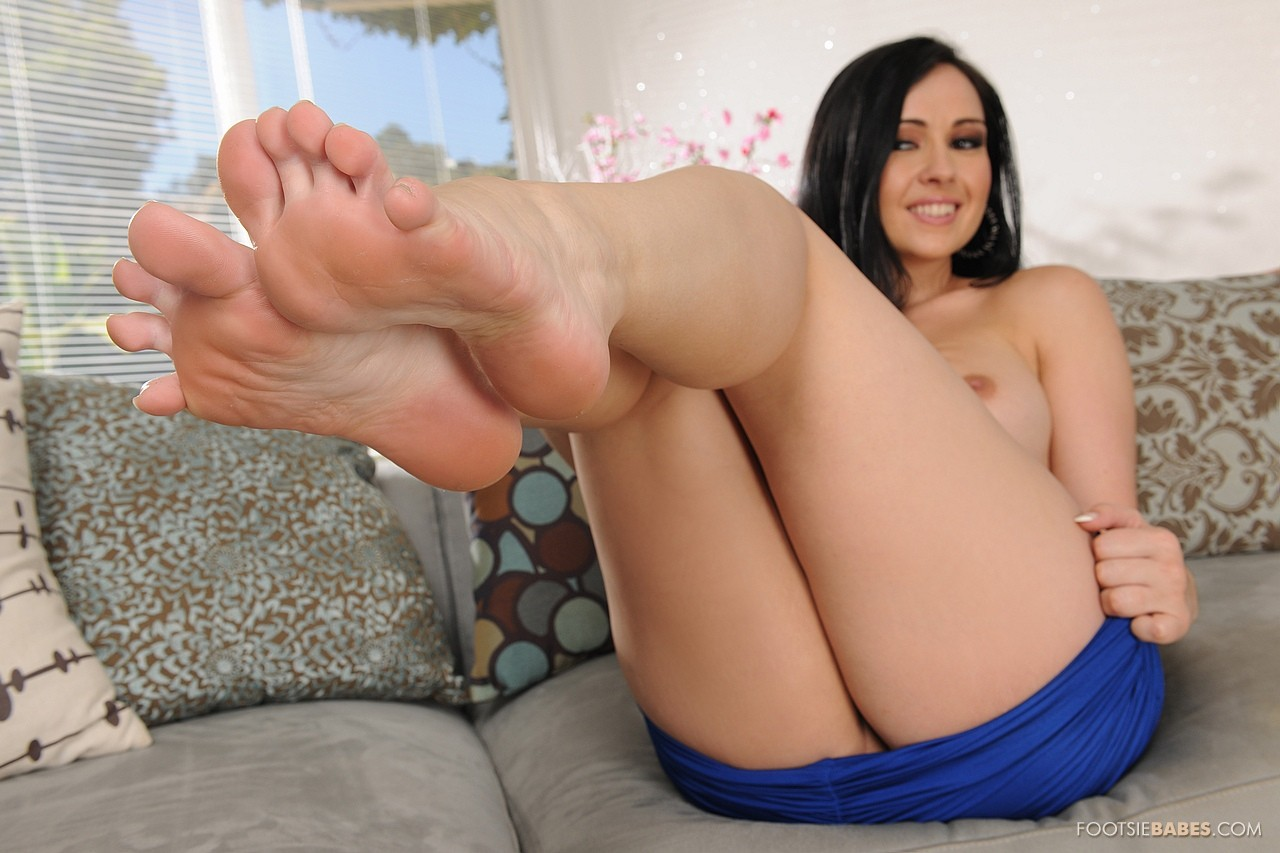 Angell Summers Porn Pictures young lady angell summers having footsie fun - my pornstar book