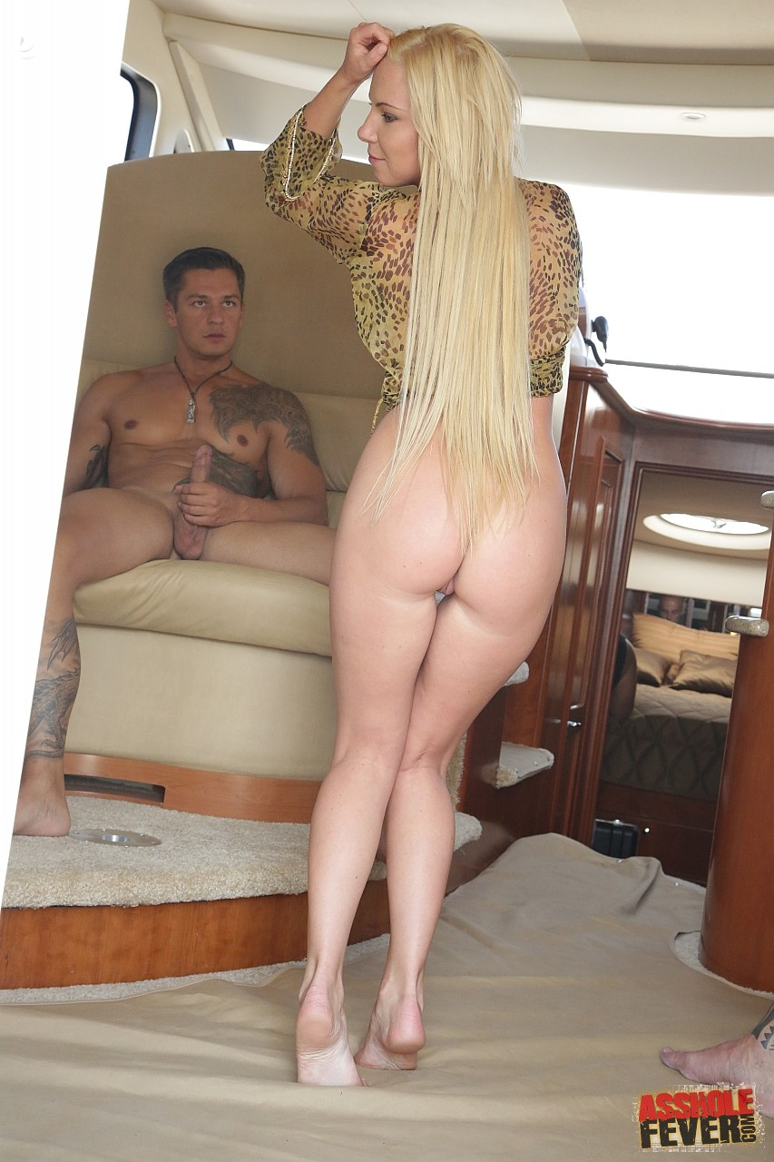 image Teen blonde angie with natural tits 18flirt