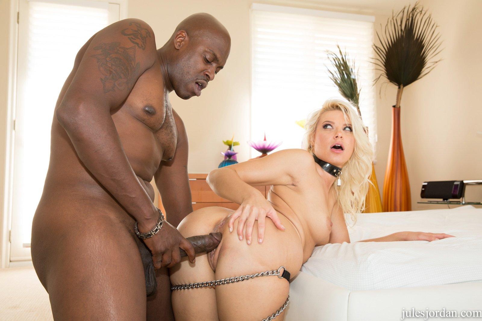 Mia khalifa tries a big black dick