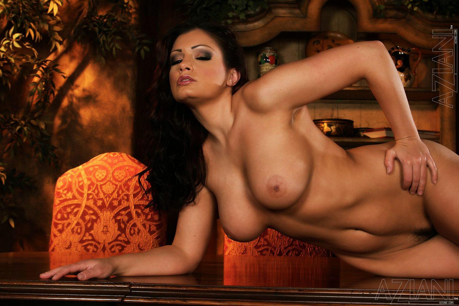 Photo aria giovanni naked female