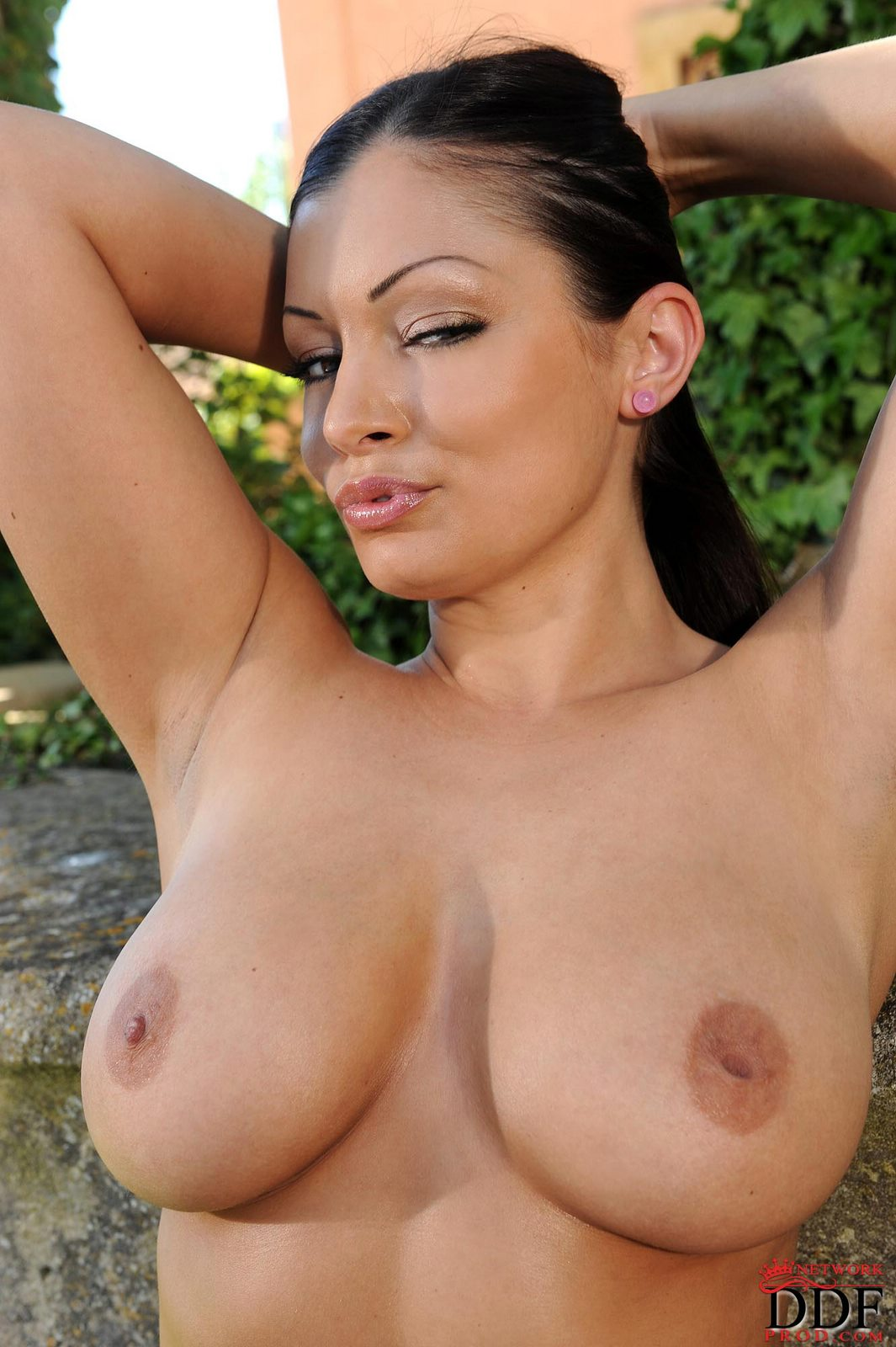 pics of puerto rican women naked with big titties
