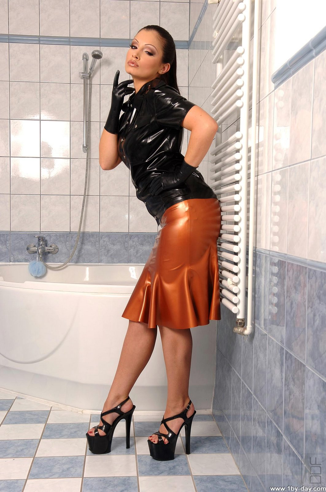 Aria Giovanni In Sexy Latex Outfit Takes A Hot Shower - My -2829