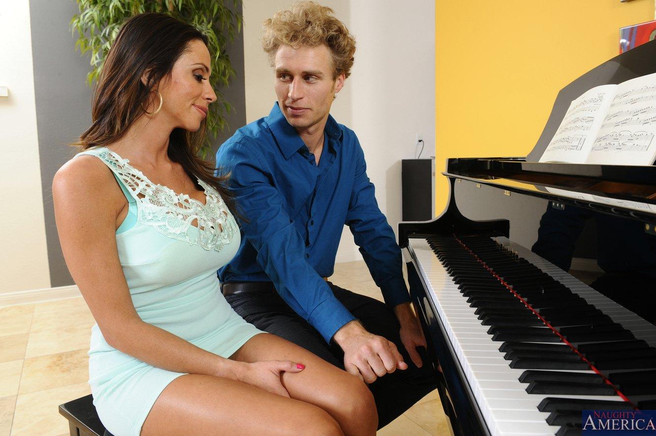 Blowjob at the piano - 4 4