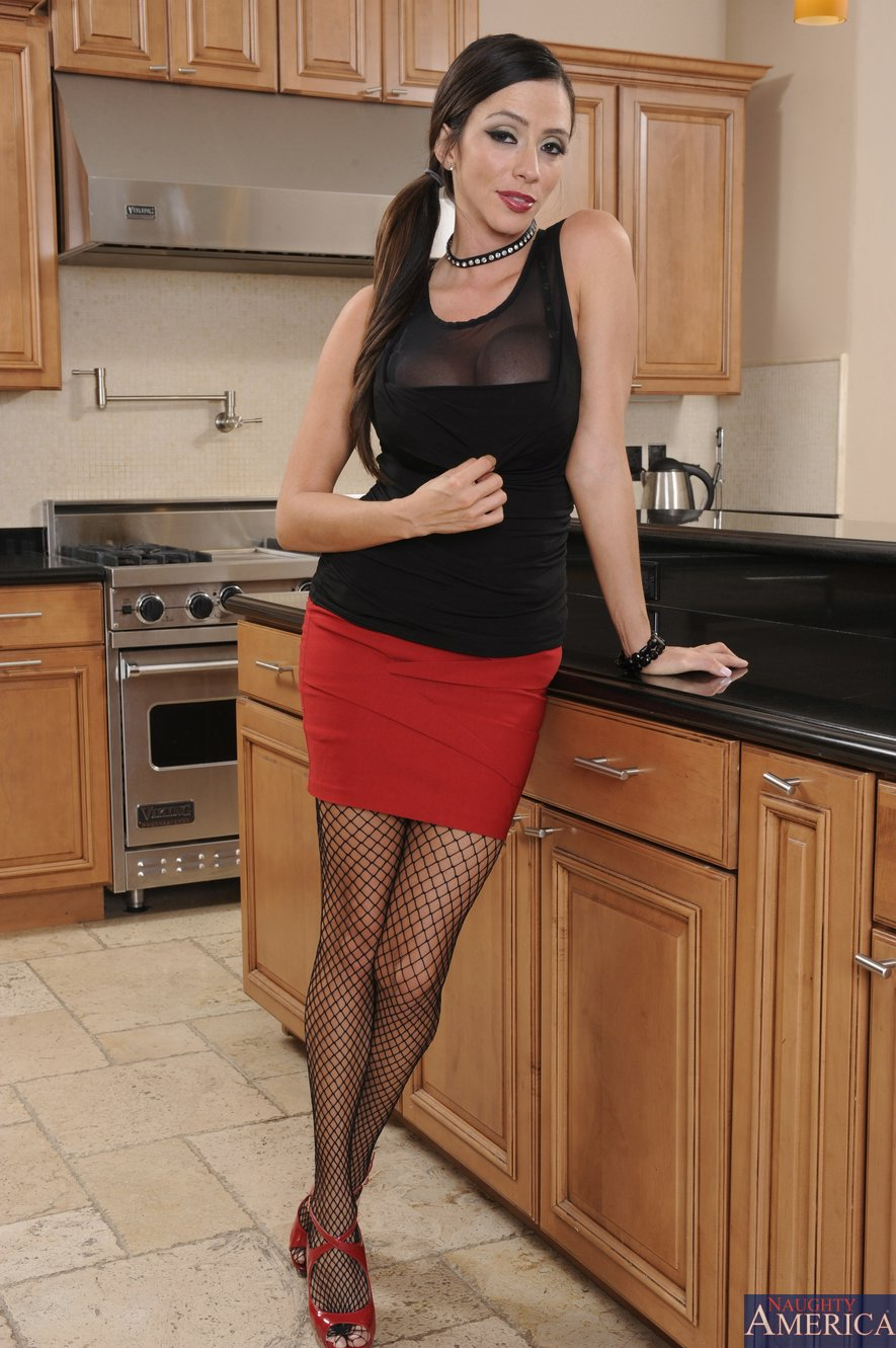 Ariella ferrera kitchen