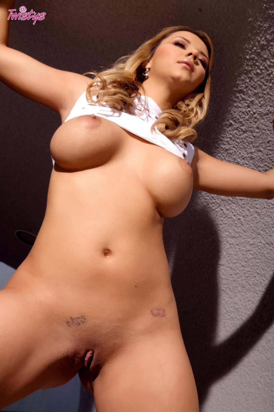Ashlynn Brooke In Sexy Dress Posing And Showing Off Her -4630