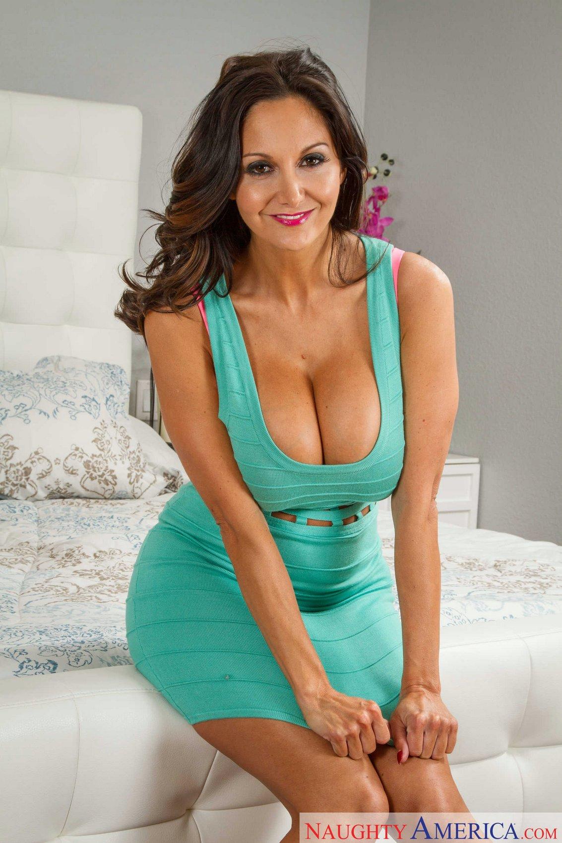 Sexy Latina Milf Pics