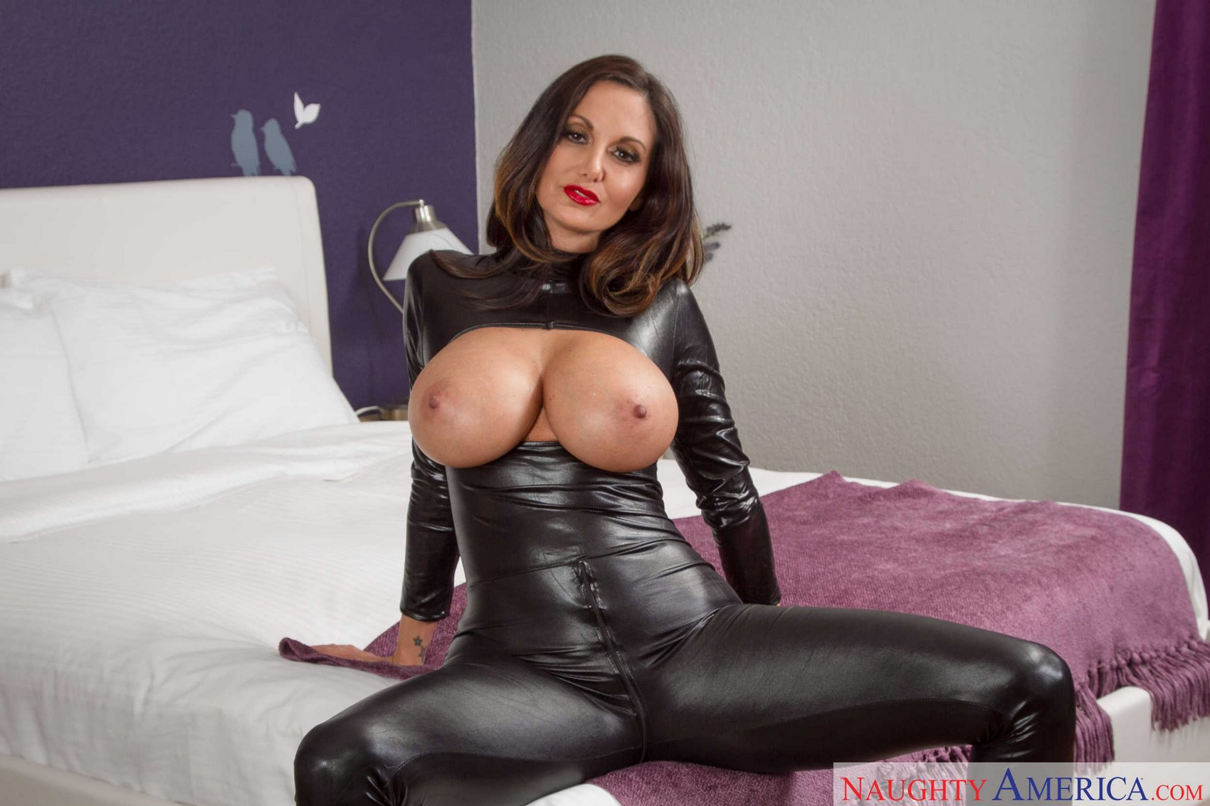 Sexy milf leather outfit shows her sexy soles 5