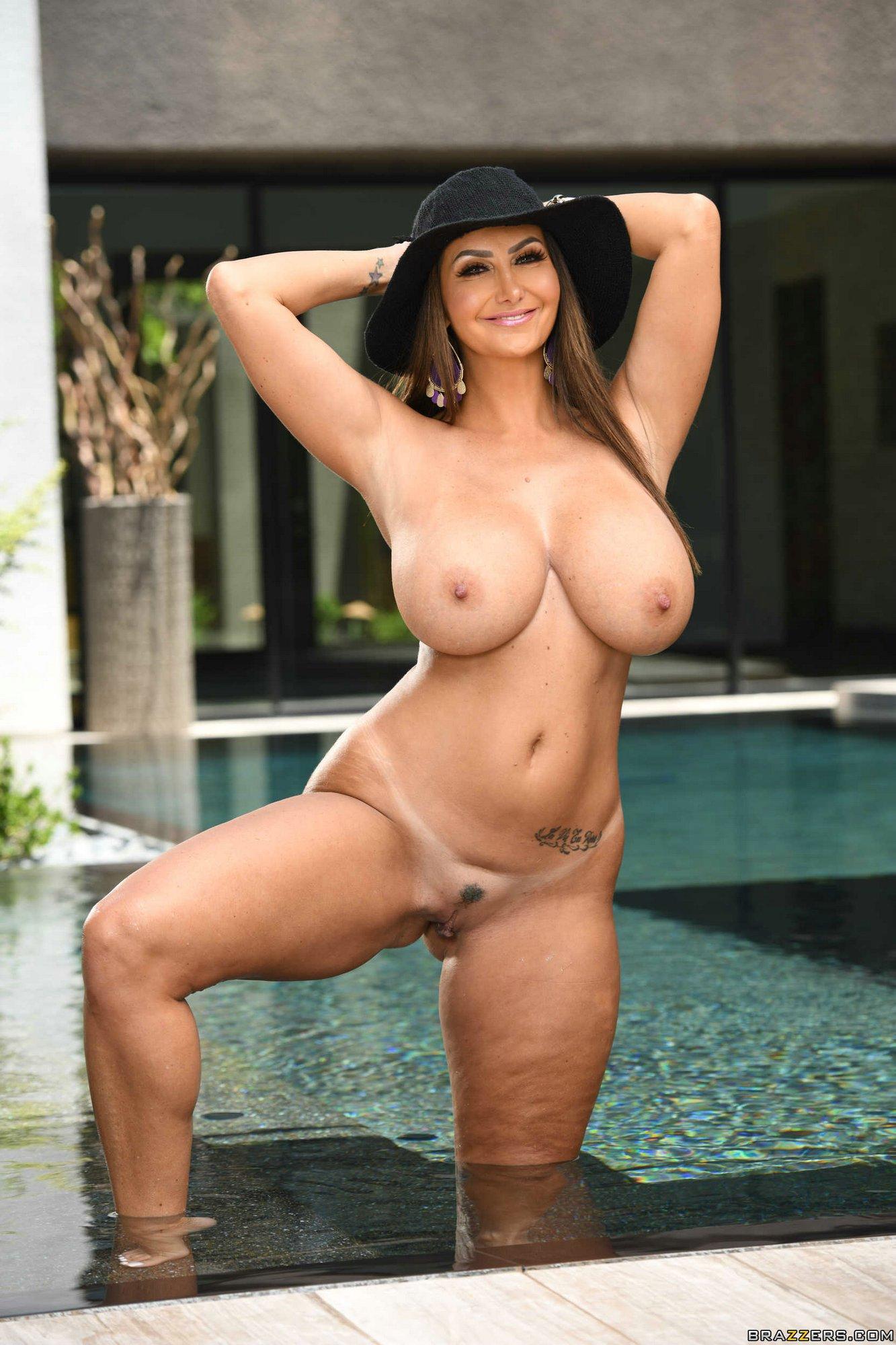 Busty Mom Ava Addams Takes Off Her Sexy Bikini - My -5319