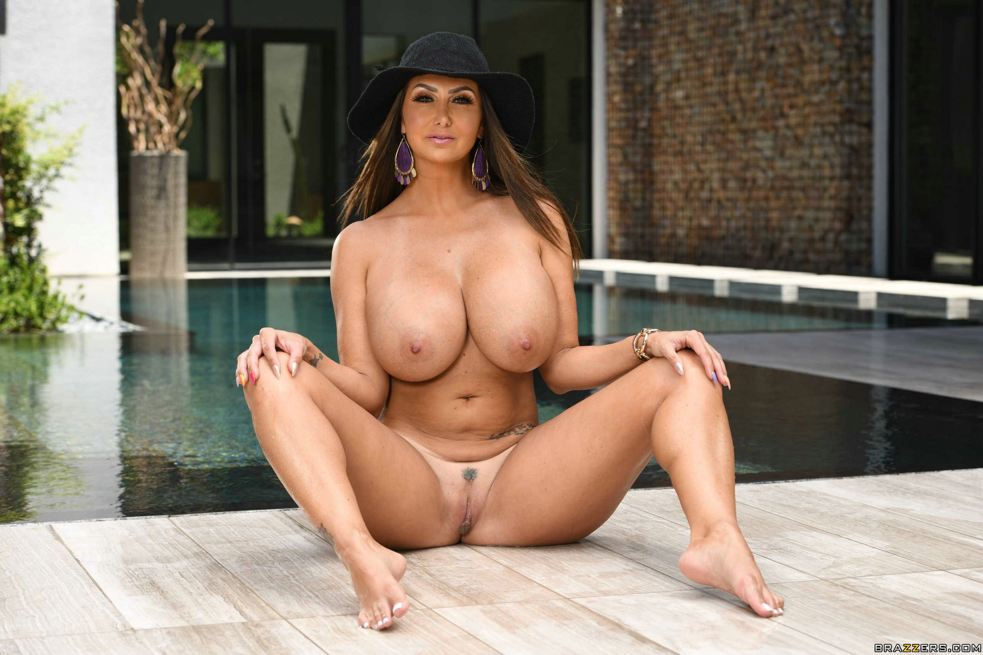 Stunning Ravem Mom With Huge Tits Ava Addams Presents Herself In Solo
