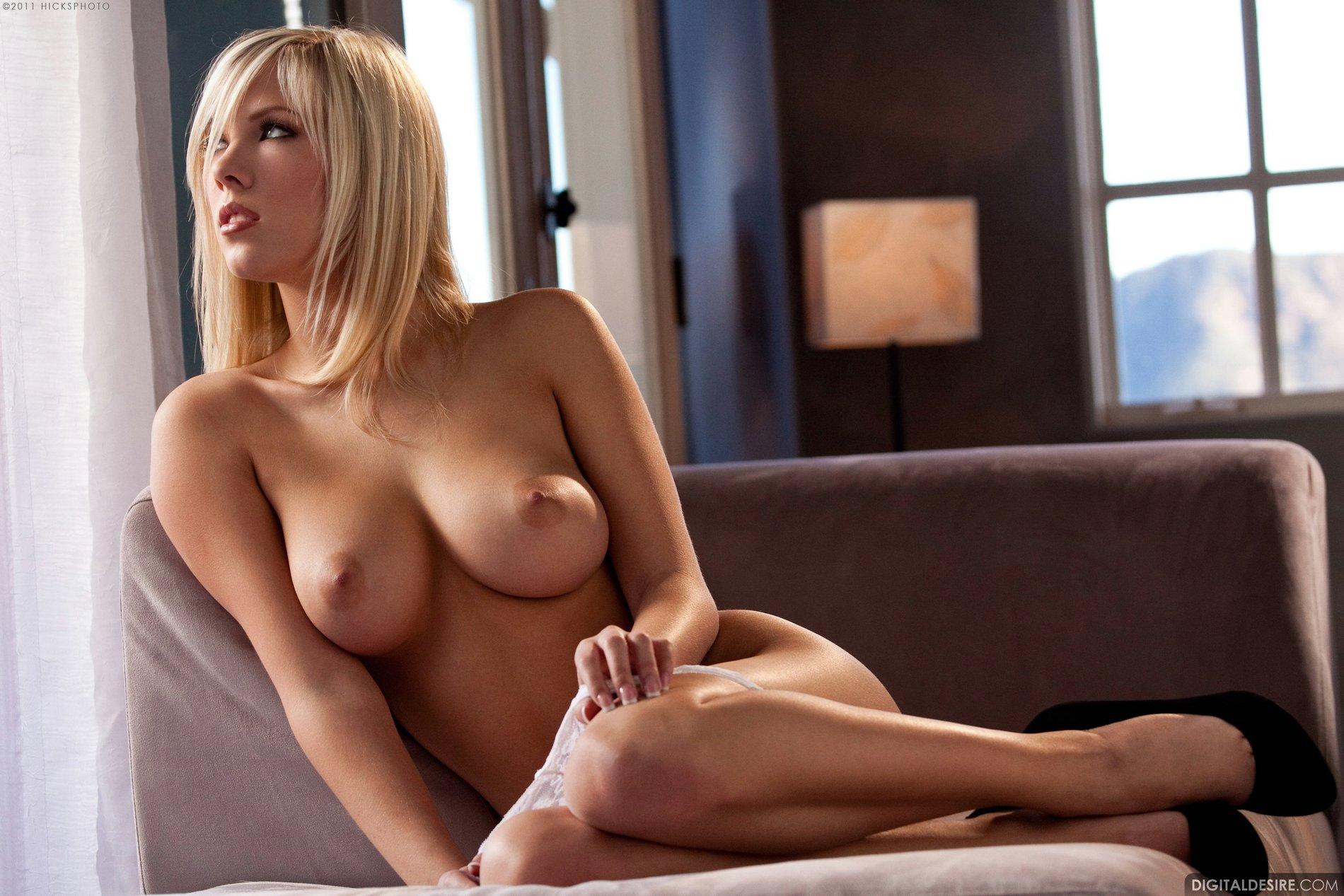 Pretty blonde Bibi Jones in black heels shows off her ...