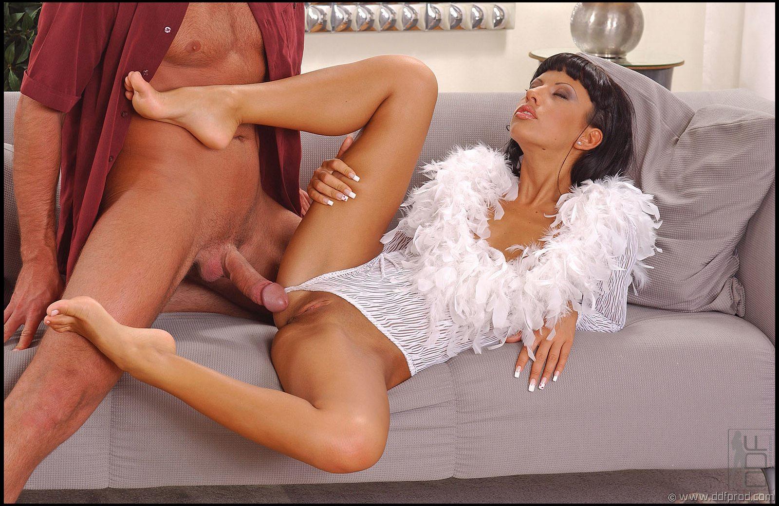 Karyn parsons uncensored nudes