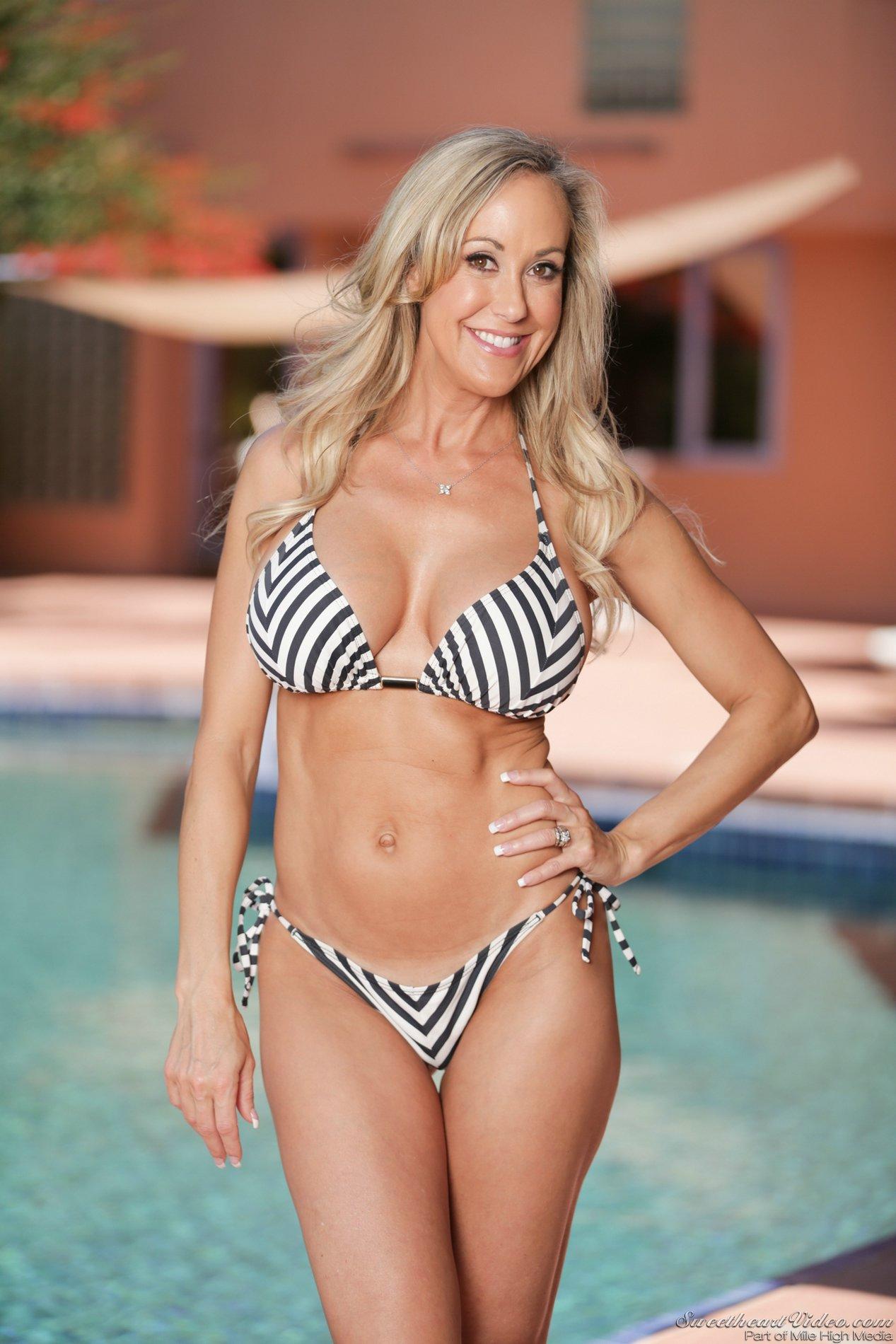 Bikini Love Porn - Hot bikini girl Brandi Love shows off her athletic body - My ...