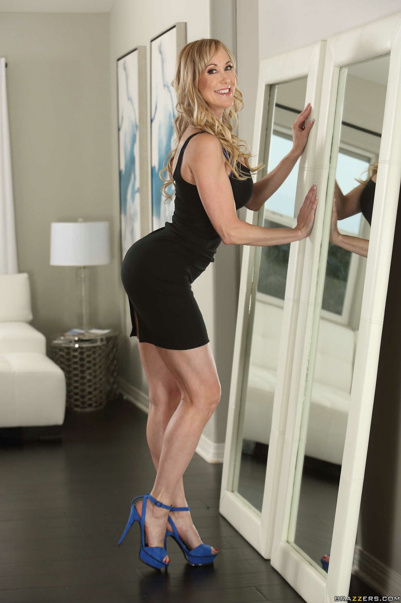 Brandi Love Strips Off Her Sexy Black Dress And Underwear -7216