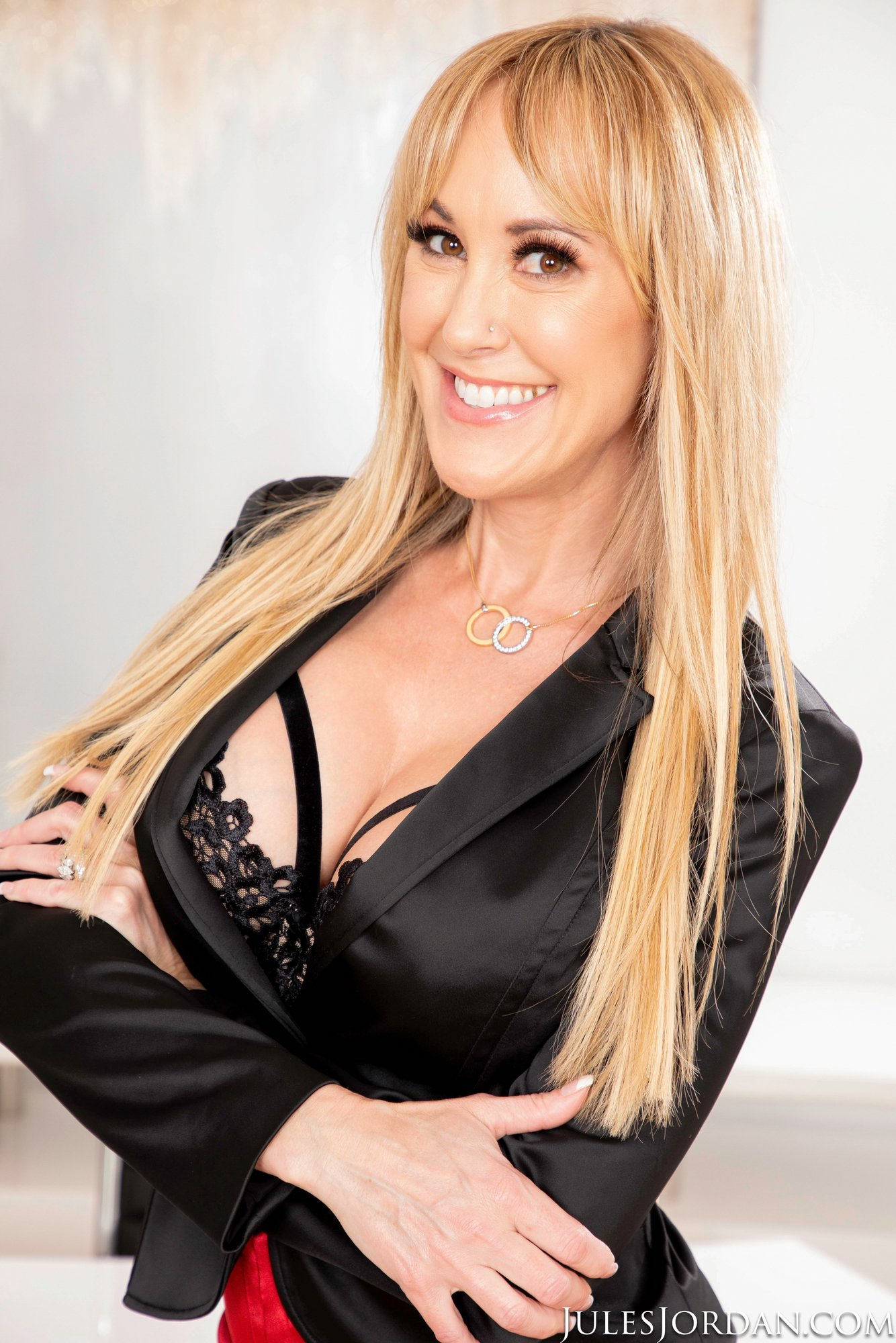 Hot Business Woman Brandi Love Strips And Presents Her -2702