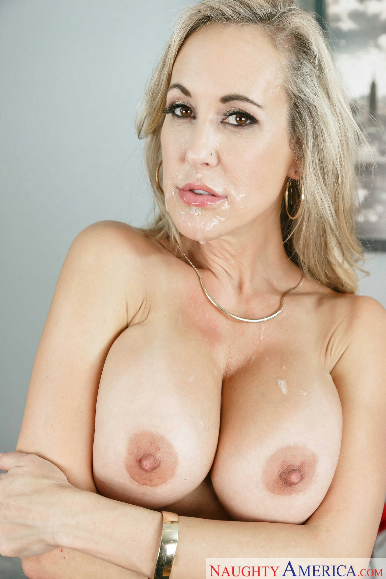 Gorgeous milf fucked by two stiff rods