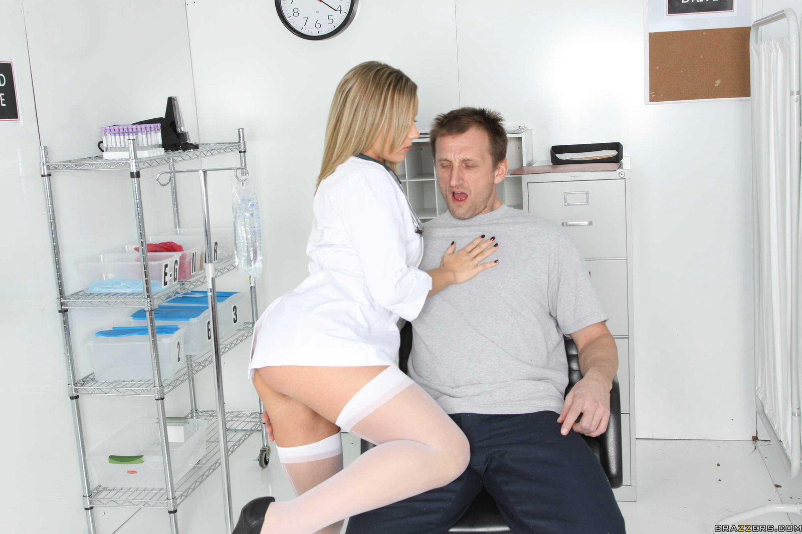 Doctor Bree Olson fucking her patient in front of his wife.