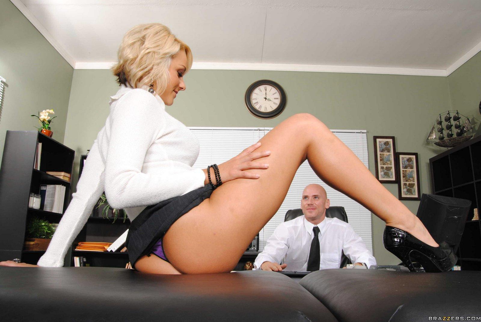 Секретарша порно саблознила молодая