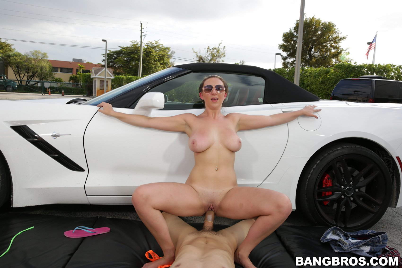 Blonde milf shows off her amazing body 5