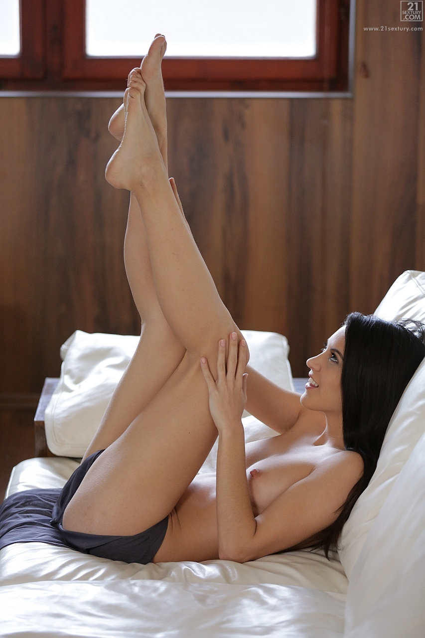 Carolina Abril Shows Off Her Sexy Legs And Nice Feet - My -2931