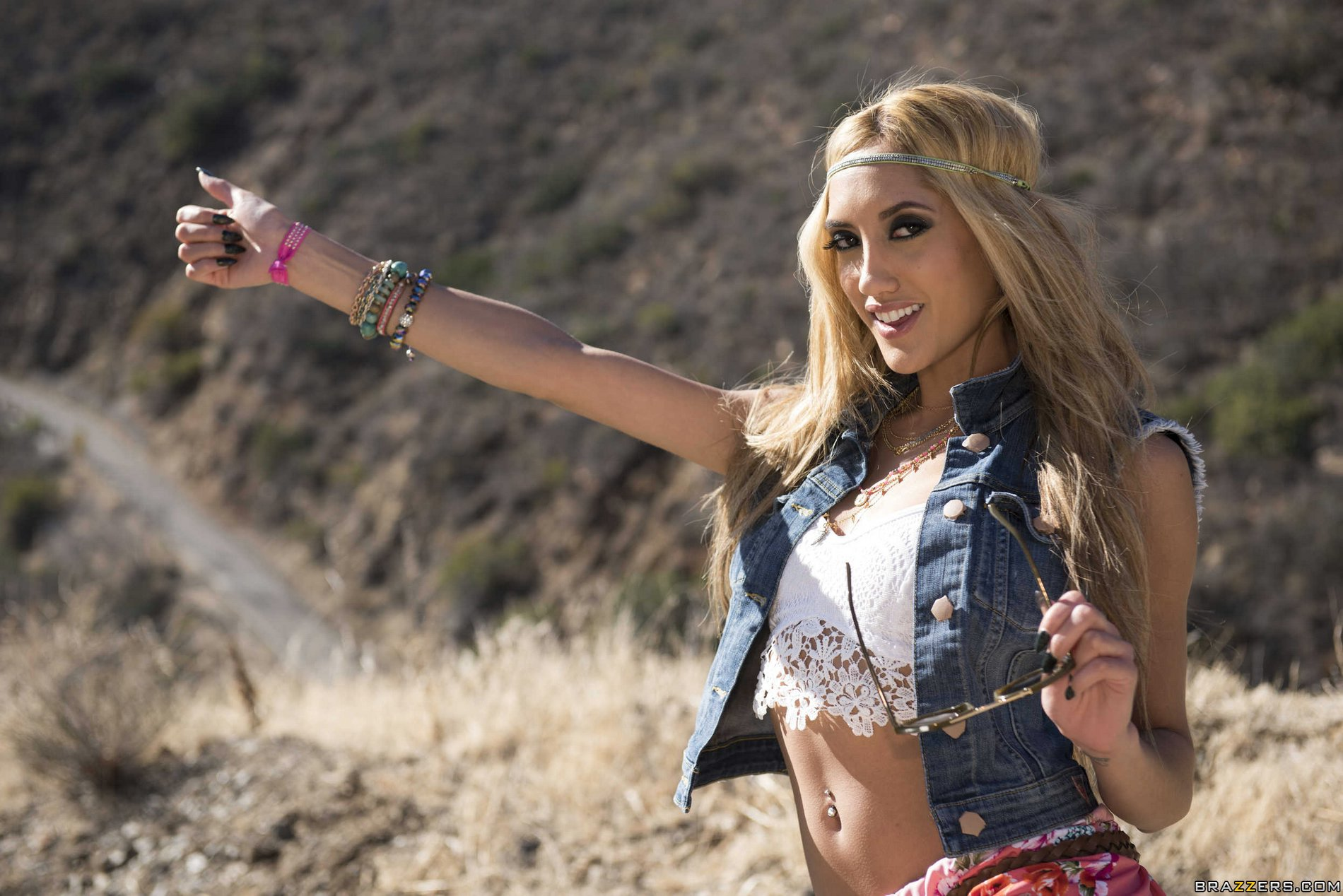 chloe amour hitchhiker