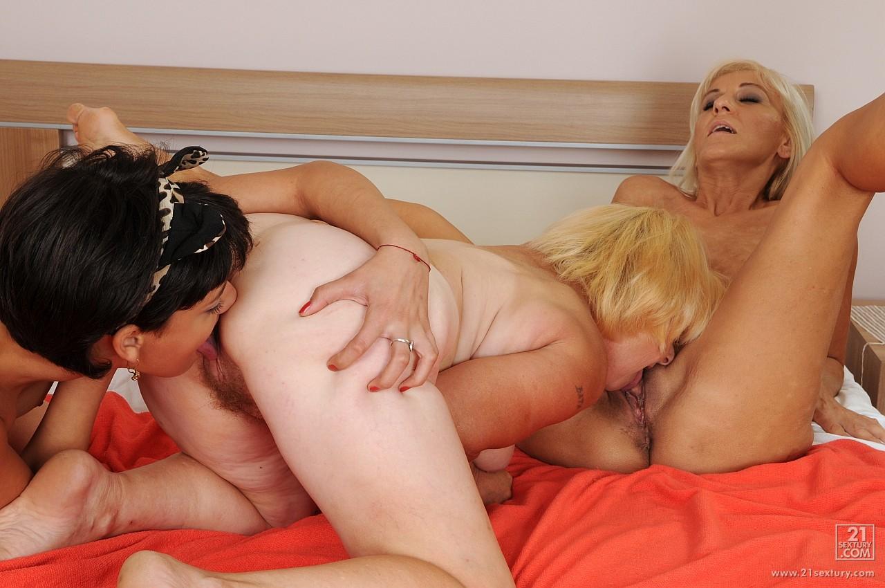 porno-onlayn-starushka-lesbi