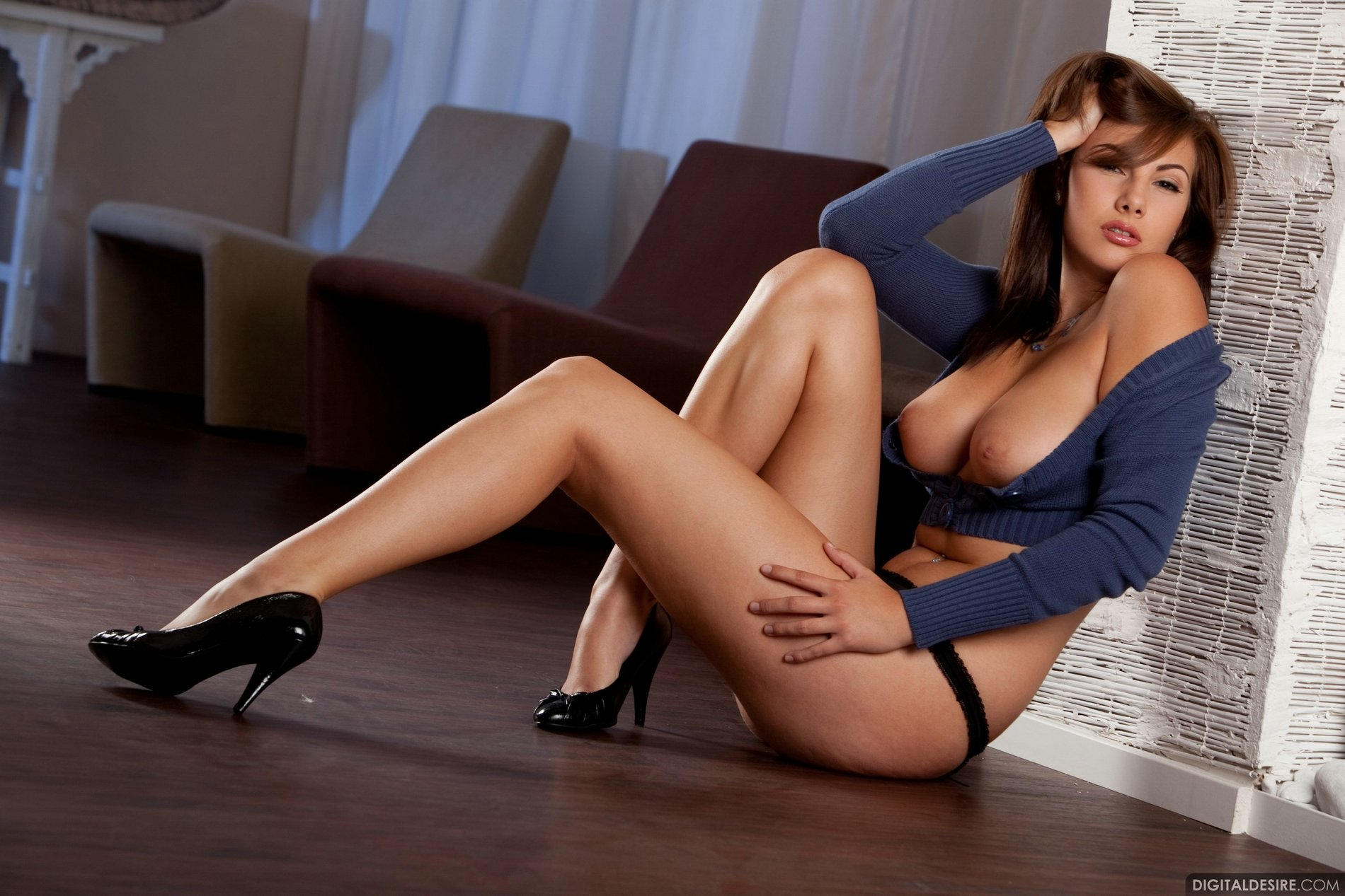 Connie Carter in black high heels exposing her tight body ...