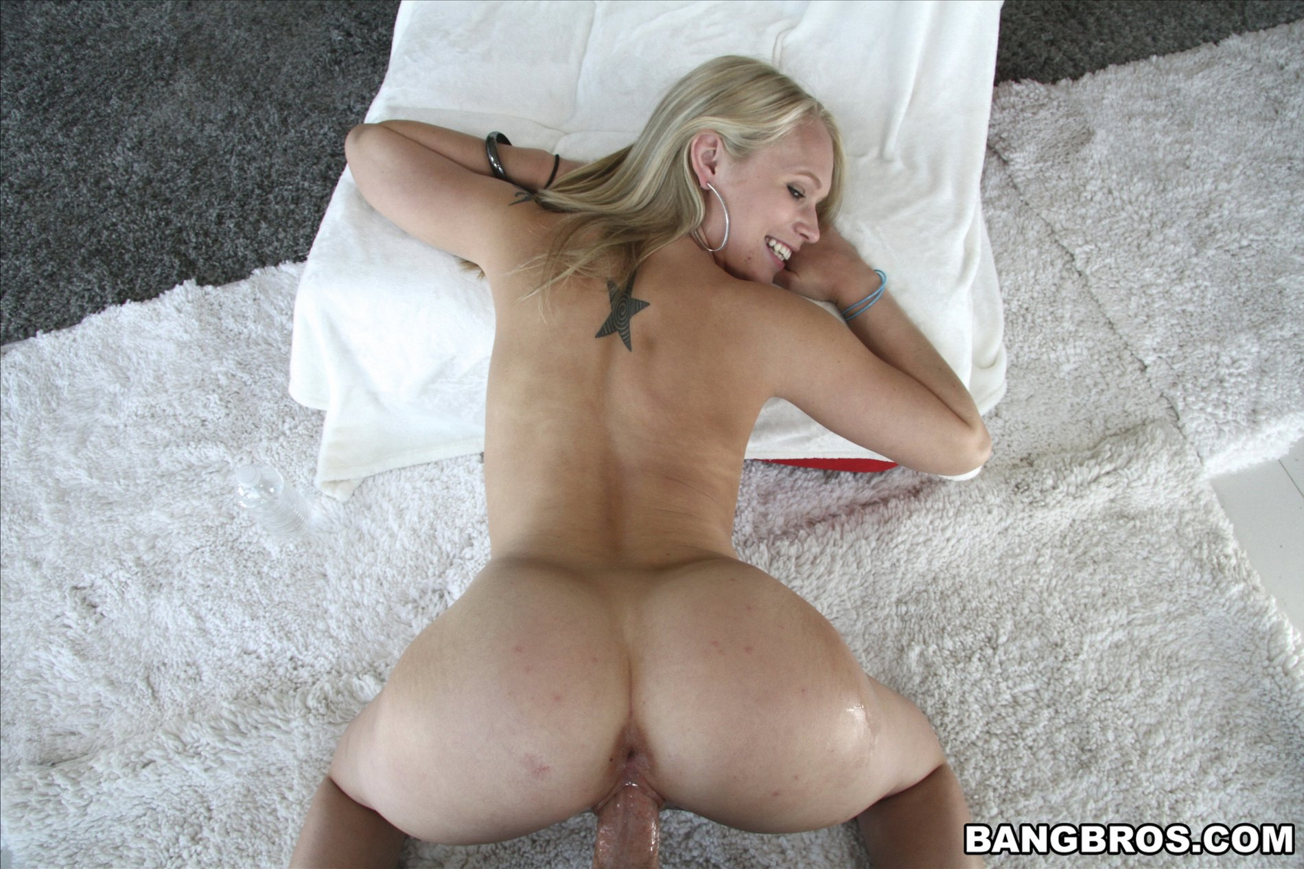 Bed fun for dakota skye and chloe amour on lesbian porn