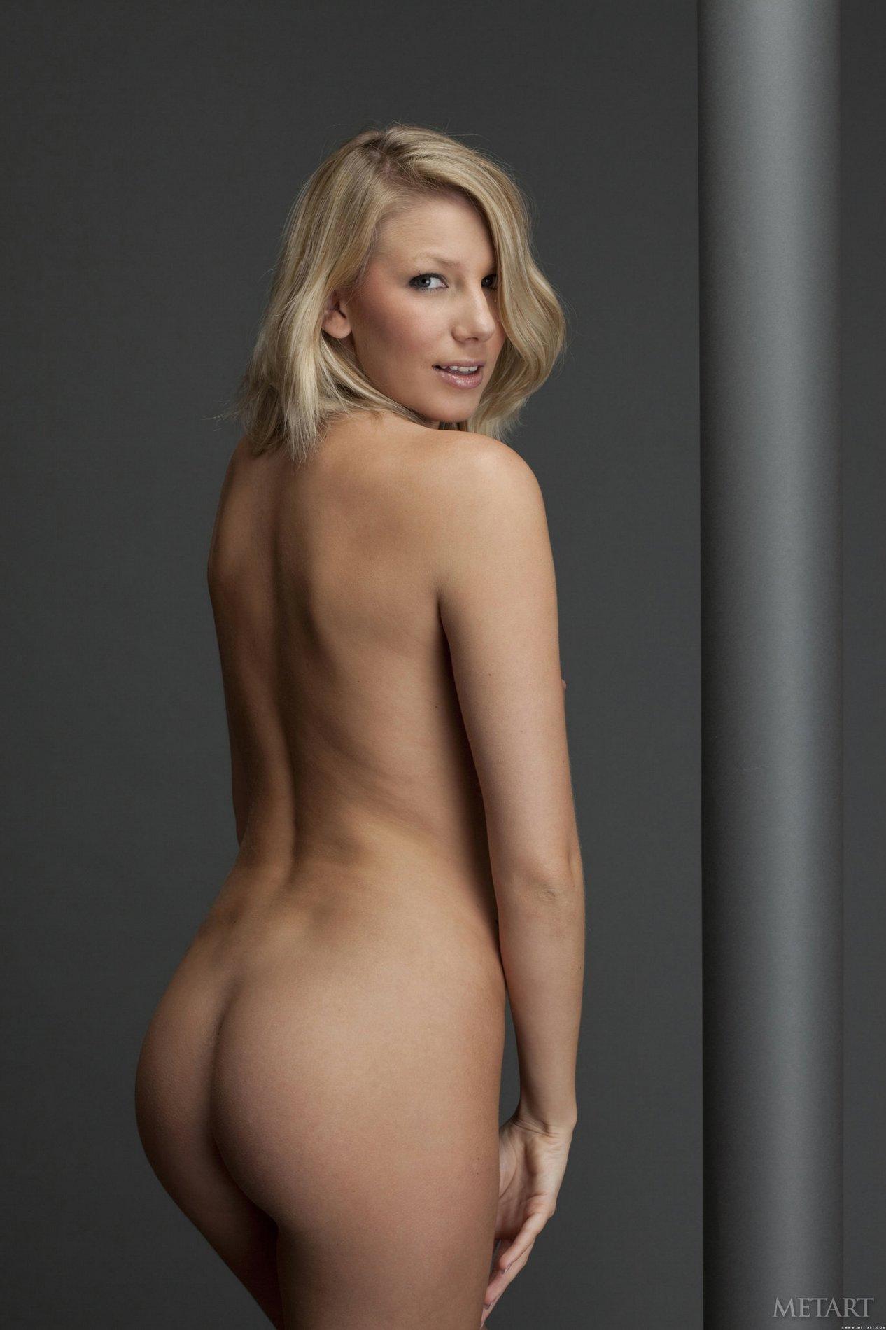 hit girls bent over naked