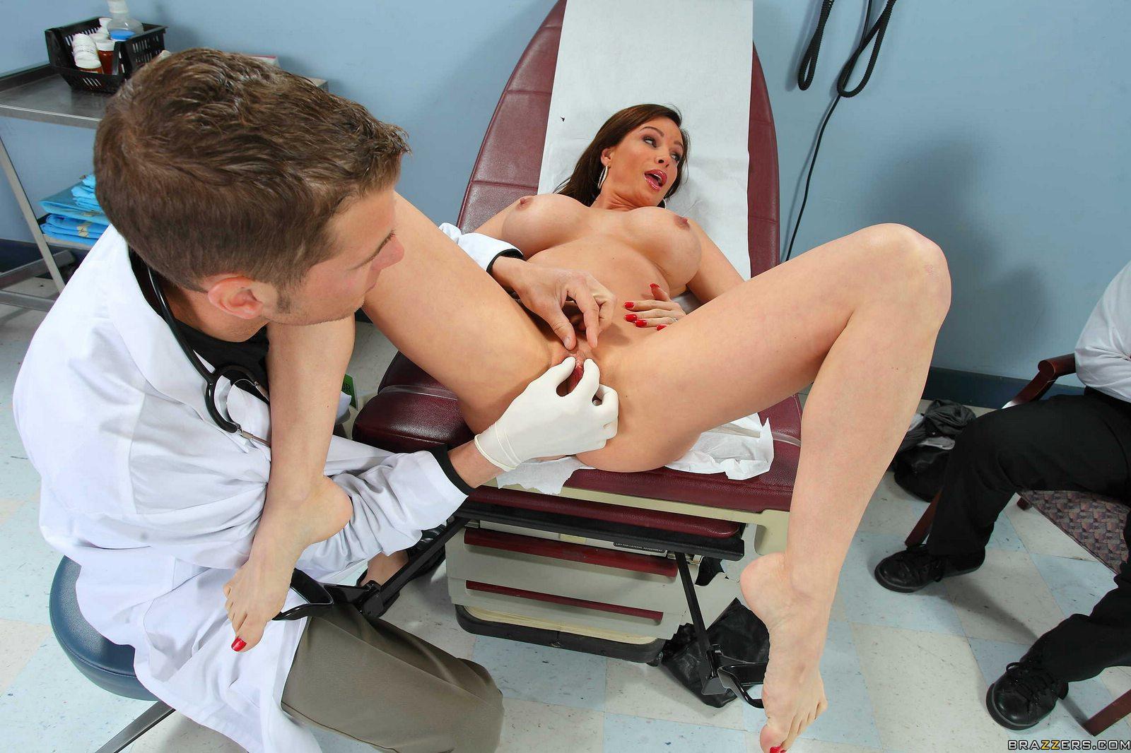 Секс кабинете врача, в кабинете у врача: порно видео онлайн, смотреть порно 1 фотография