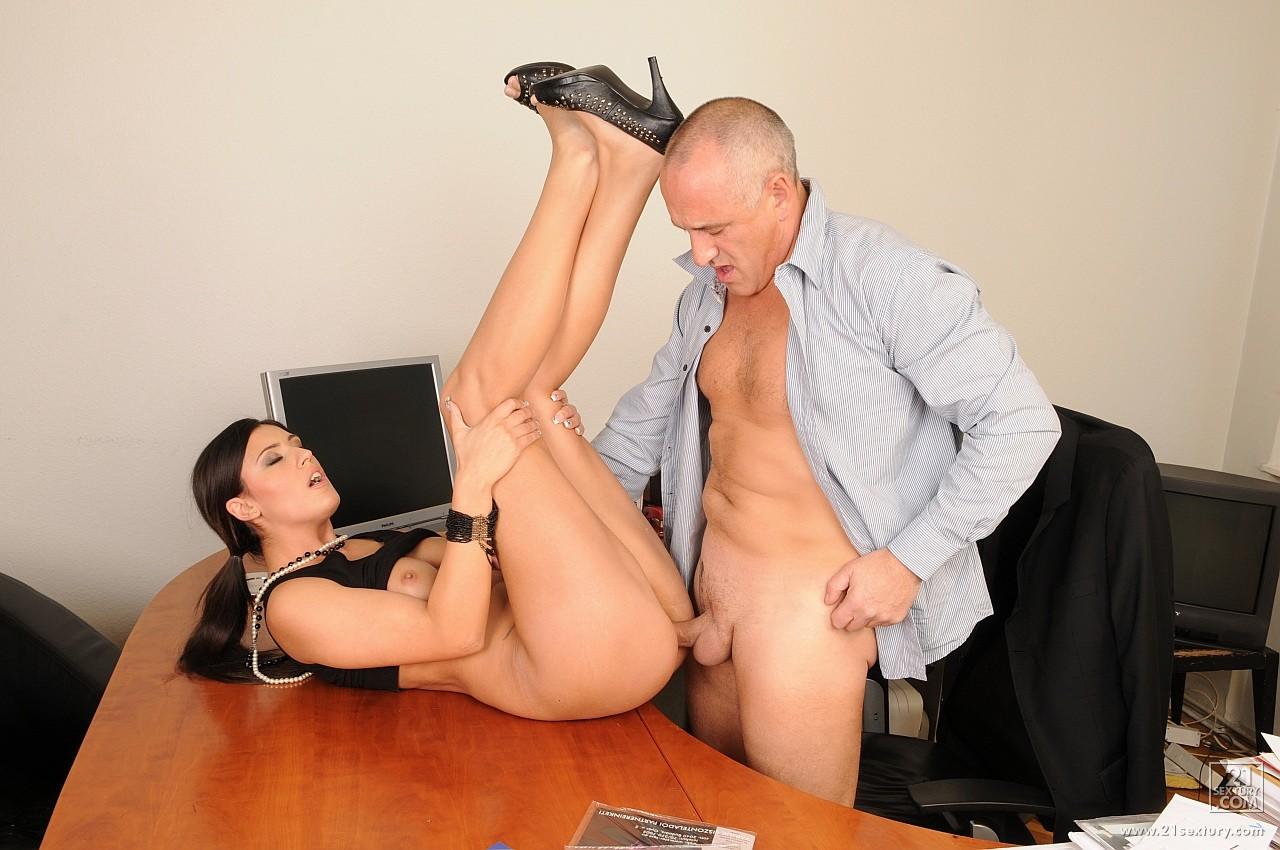 Секс с секретаршей на перерыве 20 фотография